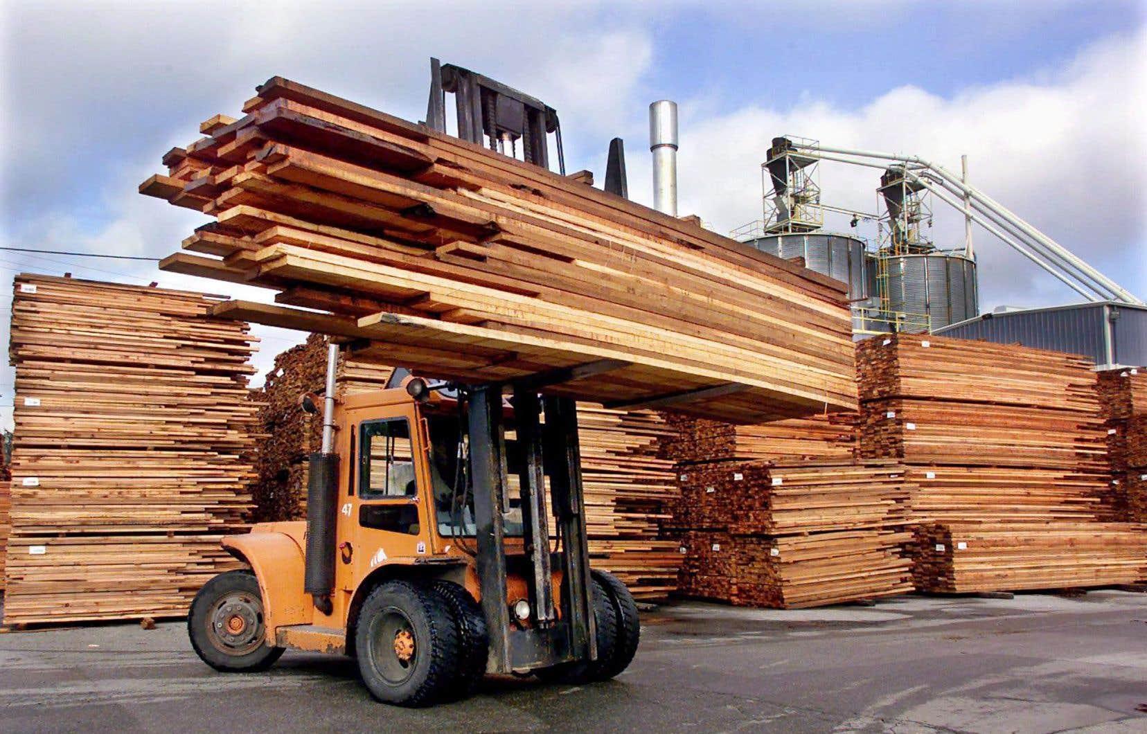 Le Canada et les États-Unis devront négocier un accord sur le bois d'œuvre.