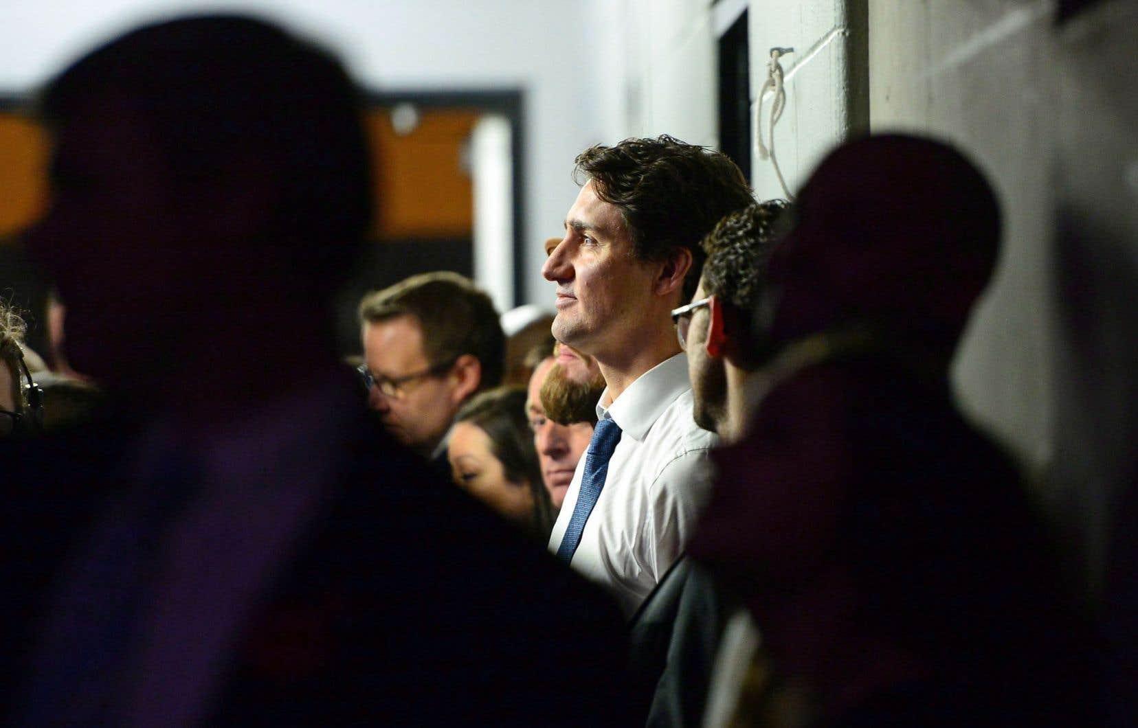 Justin Trudeau, diplomatique, a félicité le nouveau président élu des États-Unis. Malgré cette politesse requise, le choc était visible.