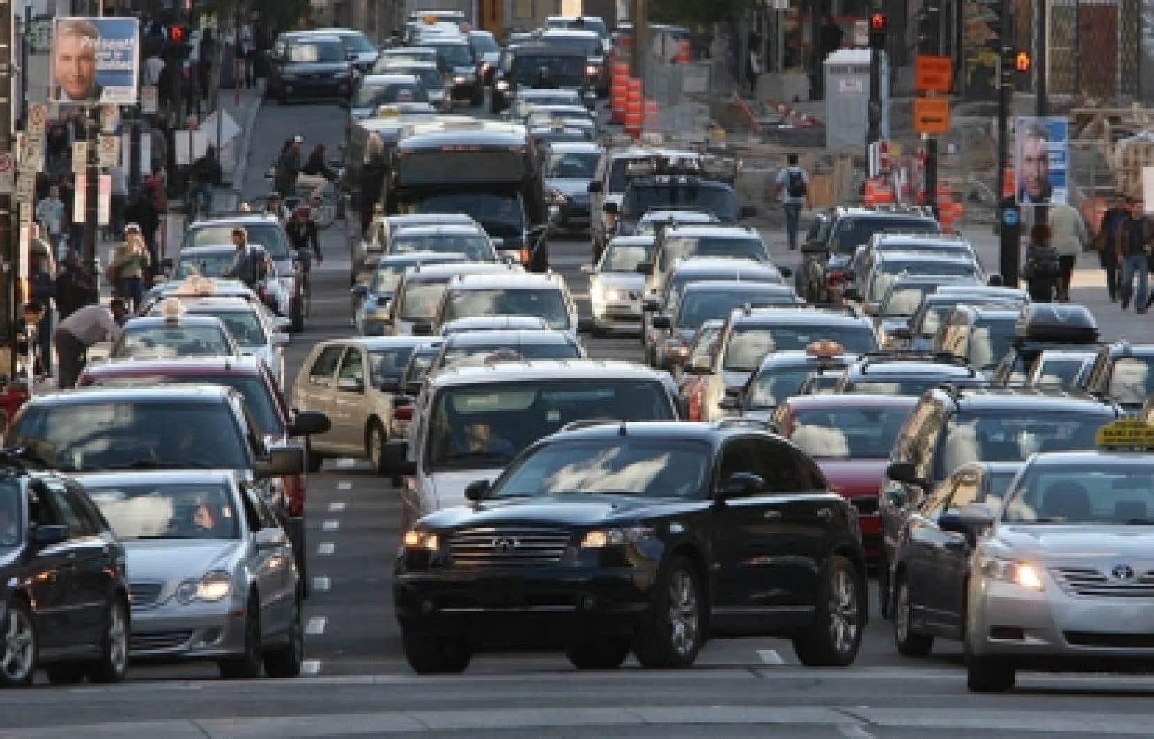 Le gouvernement fédéral veut calculer les émissions de gaz à effet de serre par véhicule tandis que Québec a choisi de faire une moyenne du parc automobile d'un constructeur.