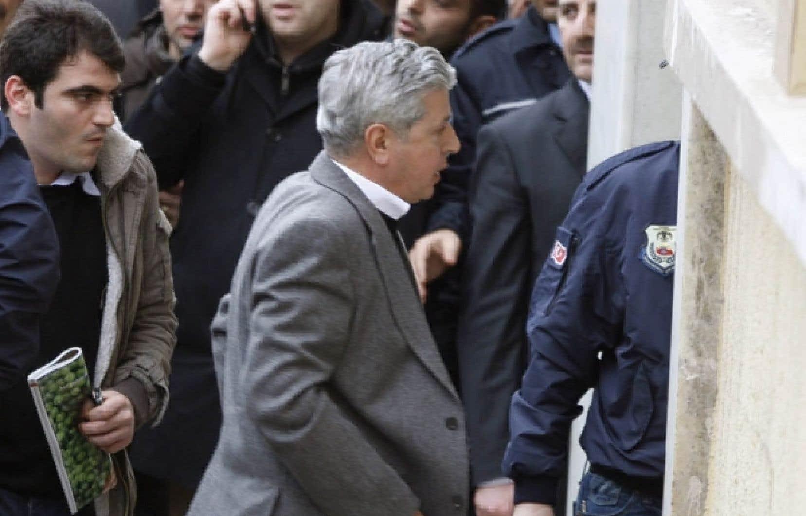 Le général à la retraite Ozer Karabulut à son arrivée au palais de justice hier à Istanbul.