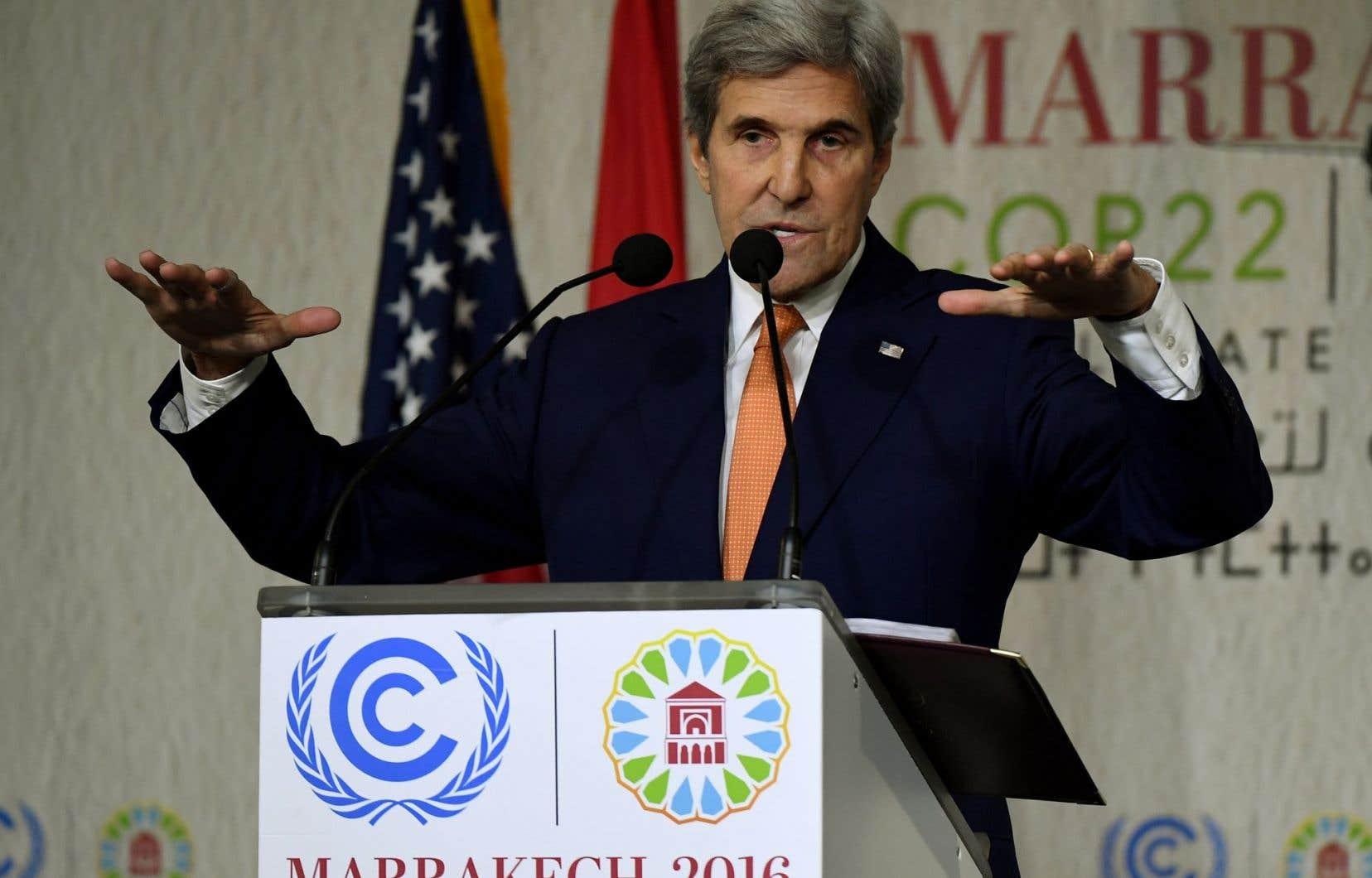 John Kerry a affirmé que les États-Unis atteindraient bel et bien leurs objectifs de réductions de gaz à effet de serre, malgré l'élection du climatosceptique Donald Trump.