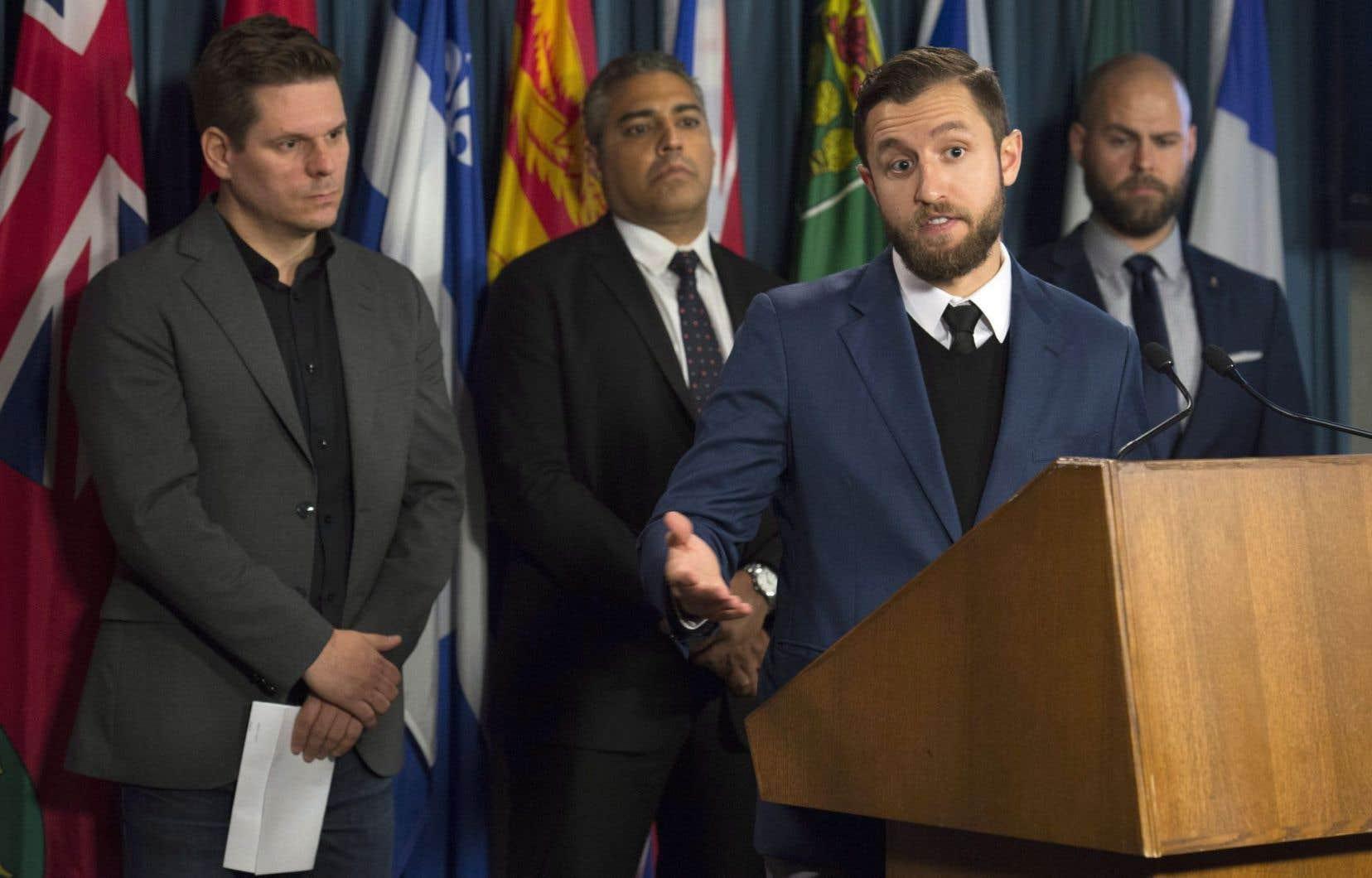 Patrick Lagacé, Ben Makuch et Mohammed Fahmy, ainsi que le directeur exécutif de Journalistes canadiens pour la liberté d'expression (CJFE), Tom Henheffer ont réclamé une loiafin de protéger les sources confidentielles des journalistes.