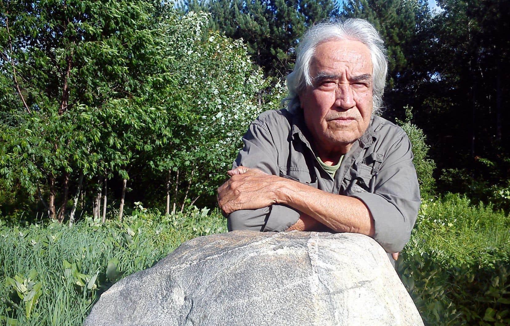 «Maudit sauvage» qui s'assume, Domingo Cisneros déplore le processus d'expansion commerciale qui tient lieu de civilisation.