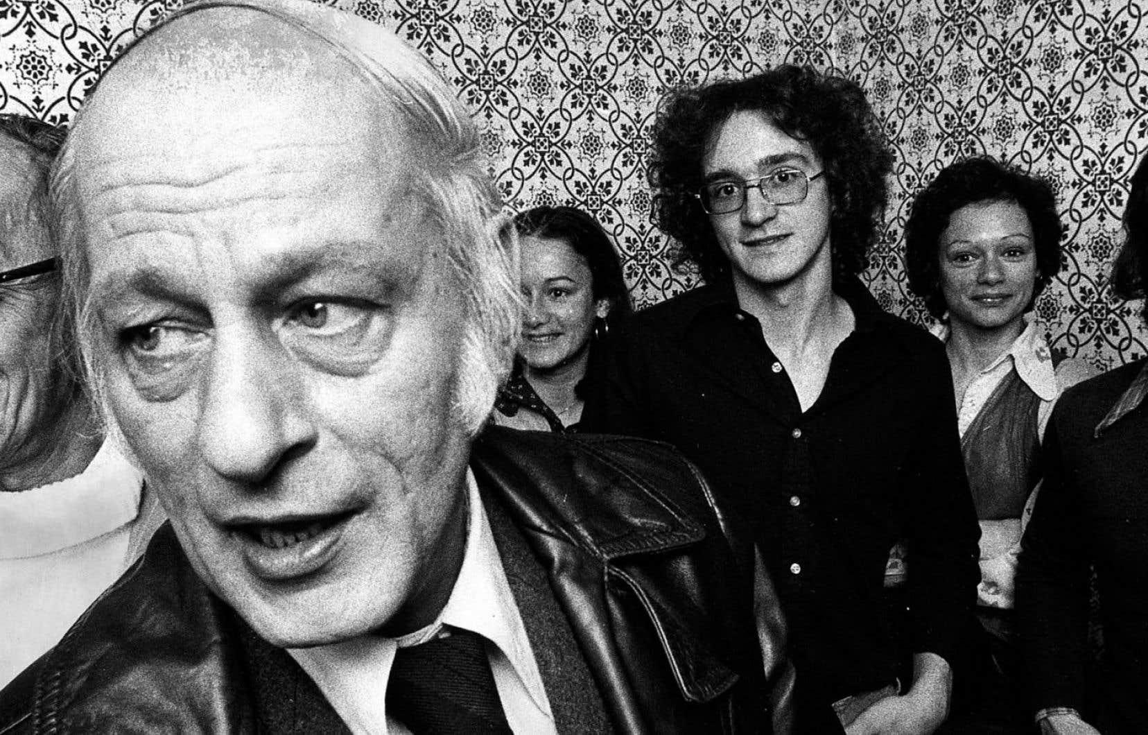 René Lévesque en compagnie de militants péquistse en 1976