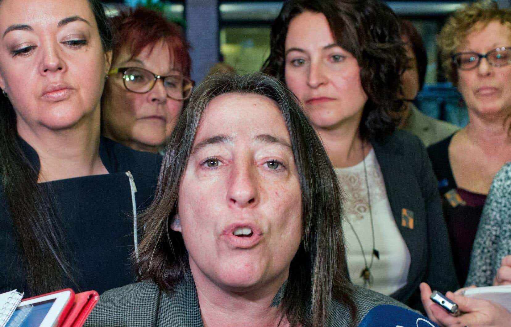 La présidente de la Fédération, Mélanie Sarazin, rappelle que la Fédération a mené de grandes luttes au cours des cinquante dernières années.