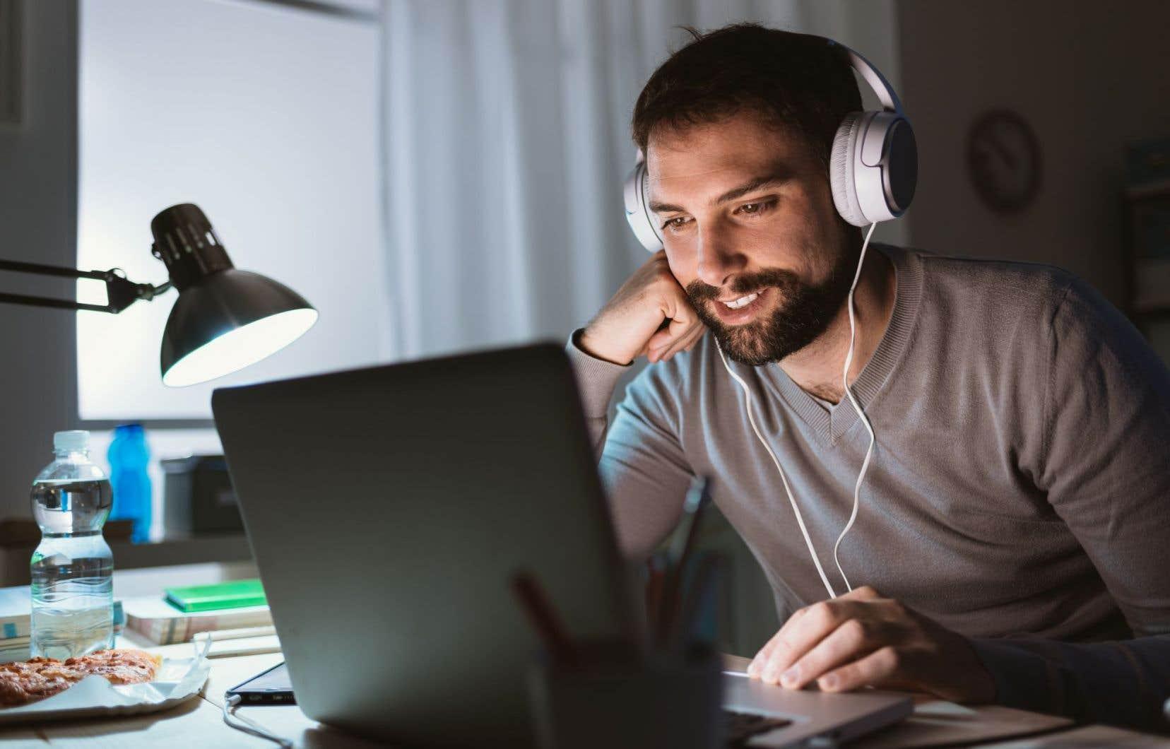 Les résultats de l'enquête CROP révèlent que YouTube est de loin la plus populaire des plateformes au Québec, avec 65% d'utilisateurs.