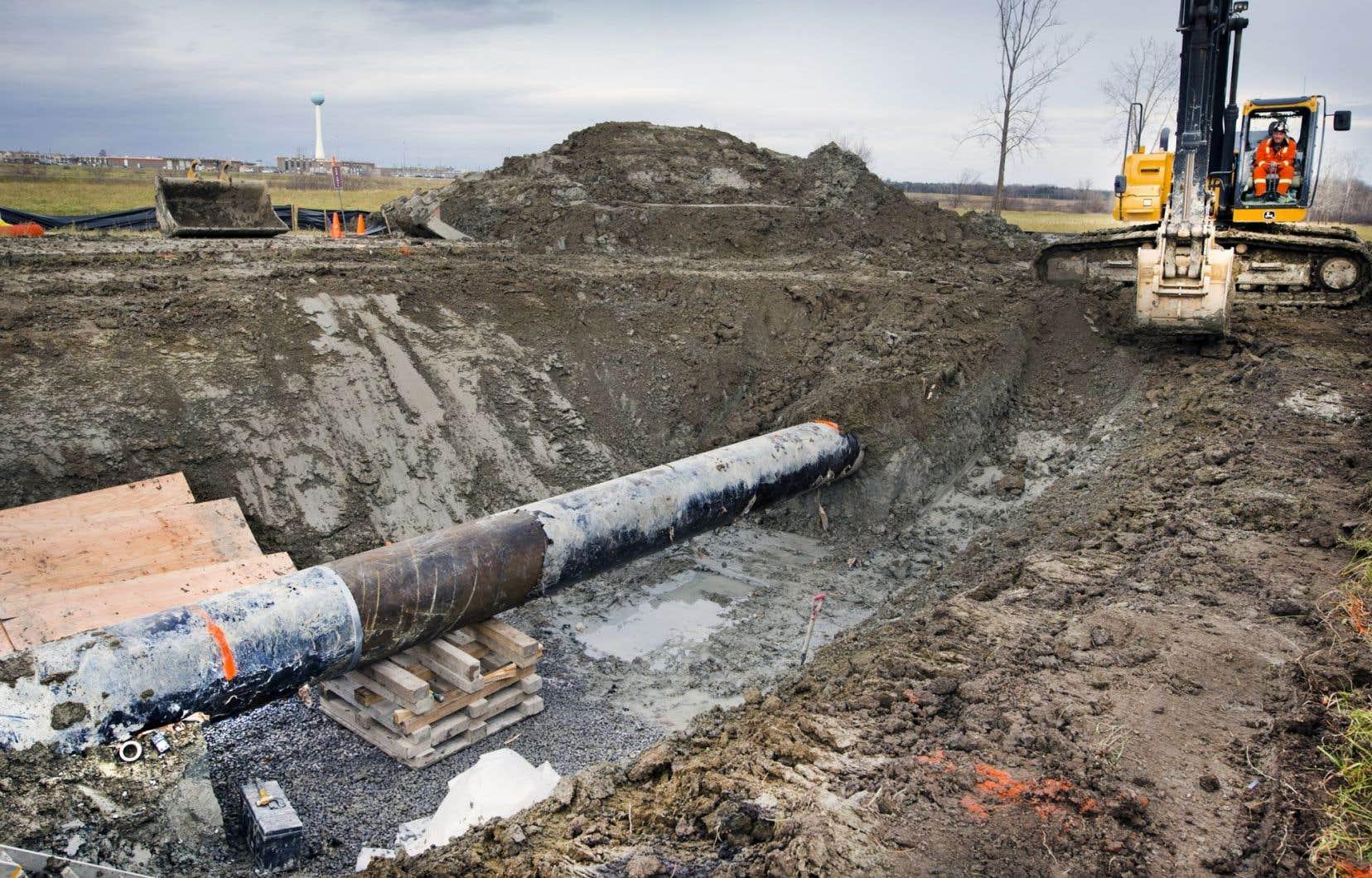«Le Devoir» révélait lundi que la pétrolière Enbridge avait mené des travaux sur son pipeline à 63 reprises depuis décembre 2015, soit depuis qu'il sert à acheminer du brut vers Montréal.