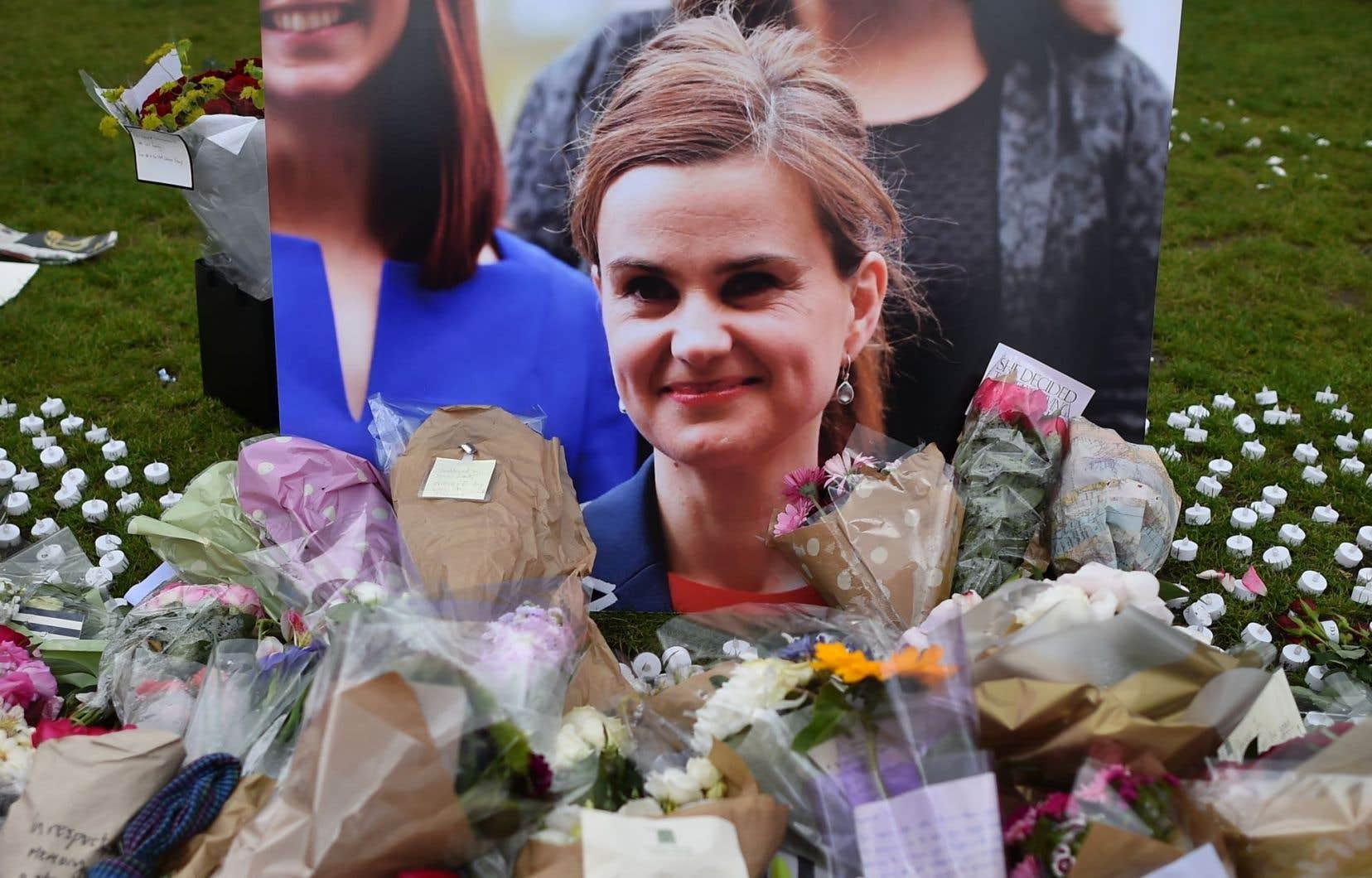 La députée a été tuée de plusieurs balles et de plusieurs coups de couteau, une semaine avant la tenue du référendum sur l'Union européenne.