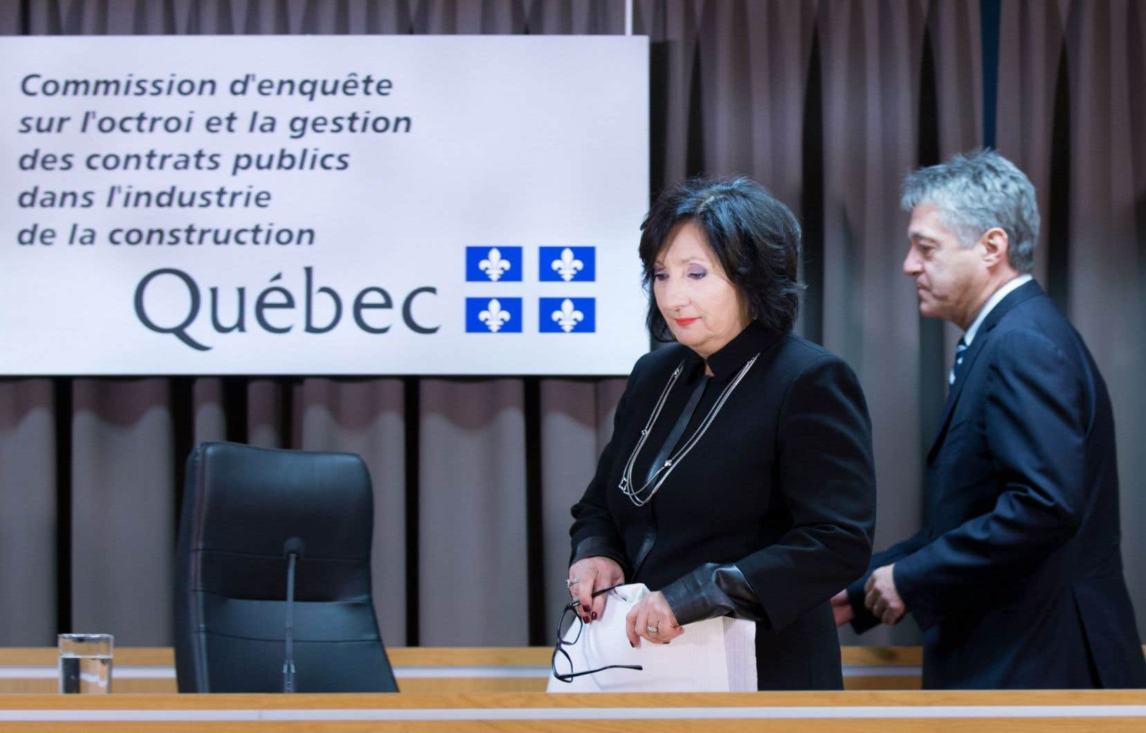 En mars 2016, trois ministres du gouvernement Couillard ont défendu la réponse de Québec au rapport Charbonneau en réitérant la «volonté ferme» du gouvernement de mettre en oeuvre l'ensemble des 60 recommandations.