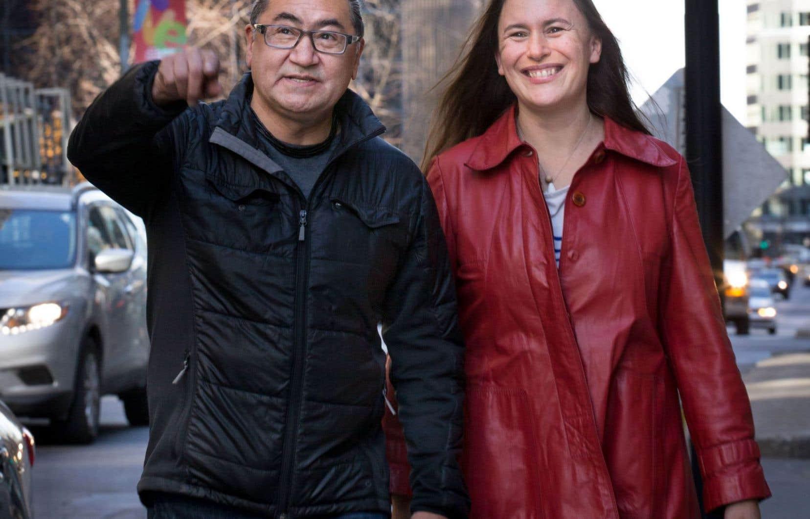 Le député fédéral Romeo Saganash en compagnie de l'auteure et journaliste Emmanuelle Walter