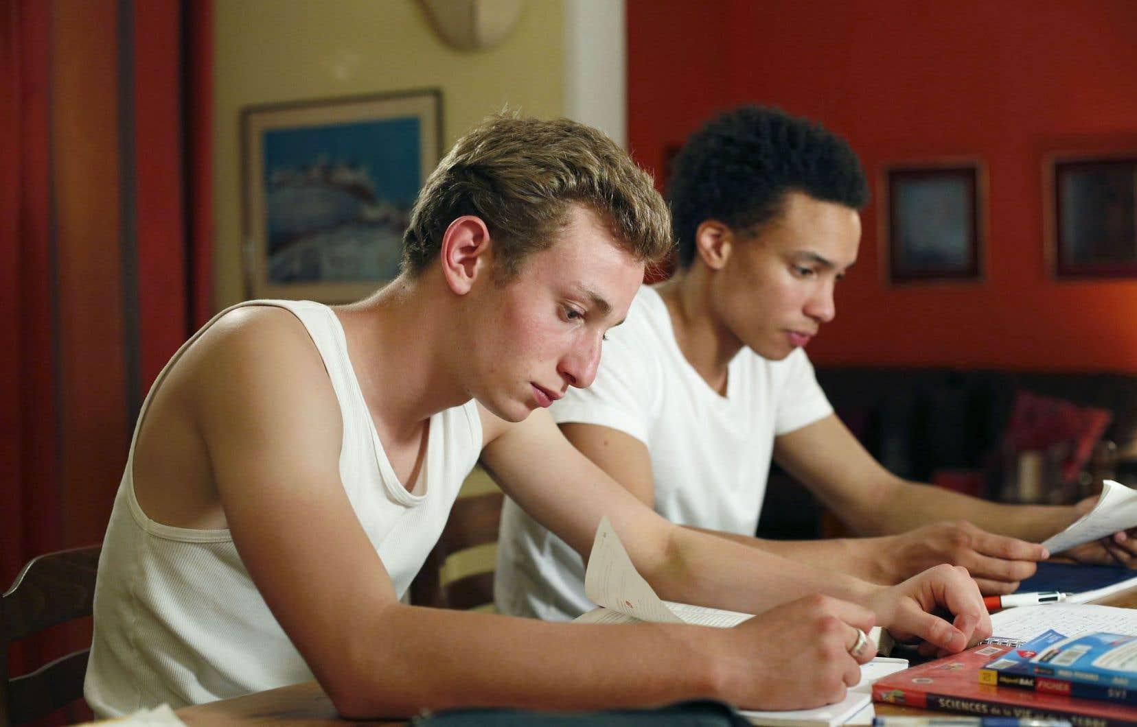 Ici, deux ados, rivaux à l'école, se cherchent une définition d'eux-mêmes et un avenir possible.
