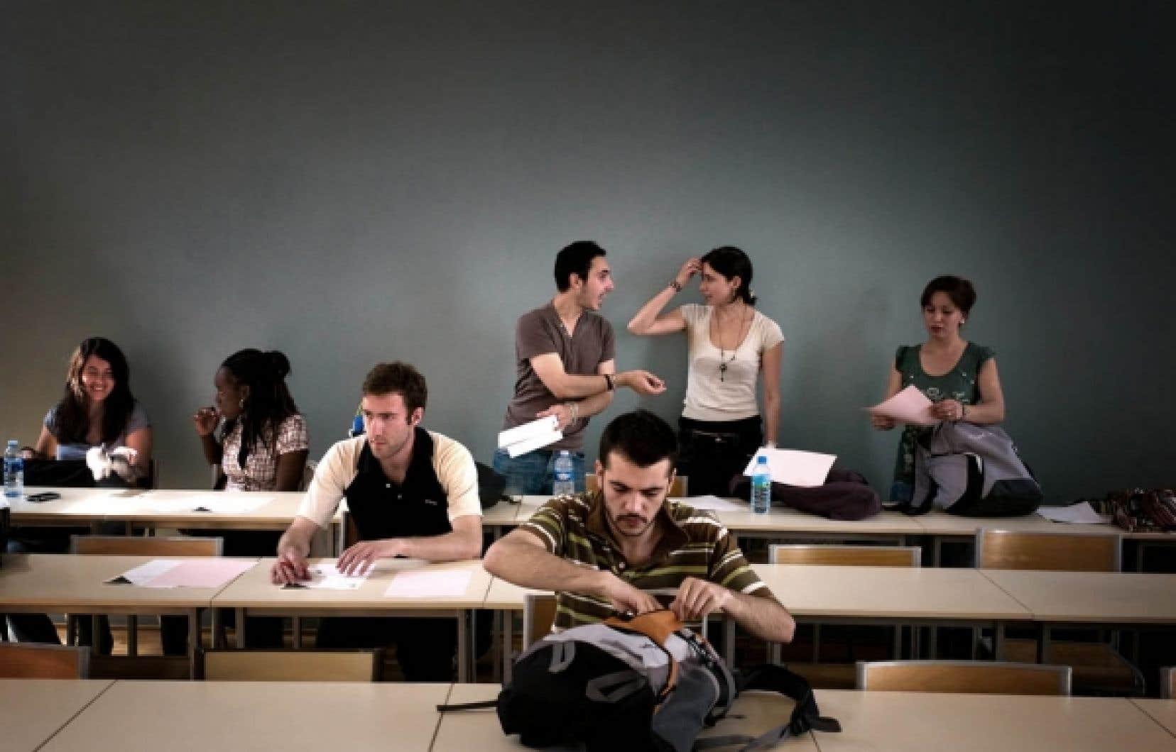 En 2009-10, le Québec est la province qui impose les droits de scolarité les moins élevés pour les étudiants du premier cycle, avec une moyenne de 2272$, contre 4917$ en moyenne au Canada.