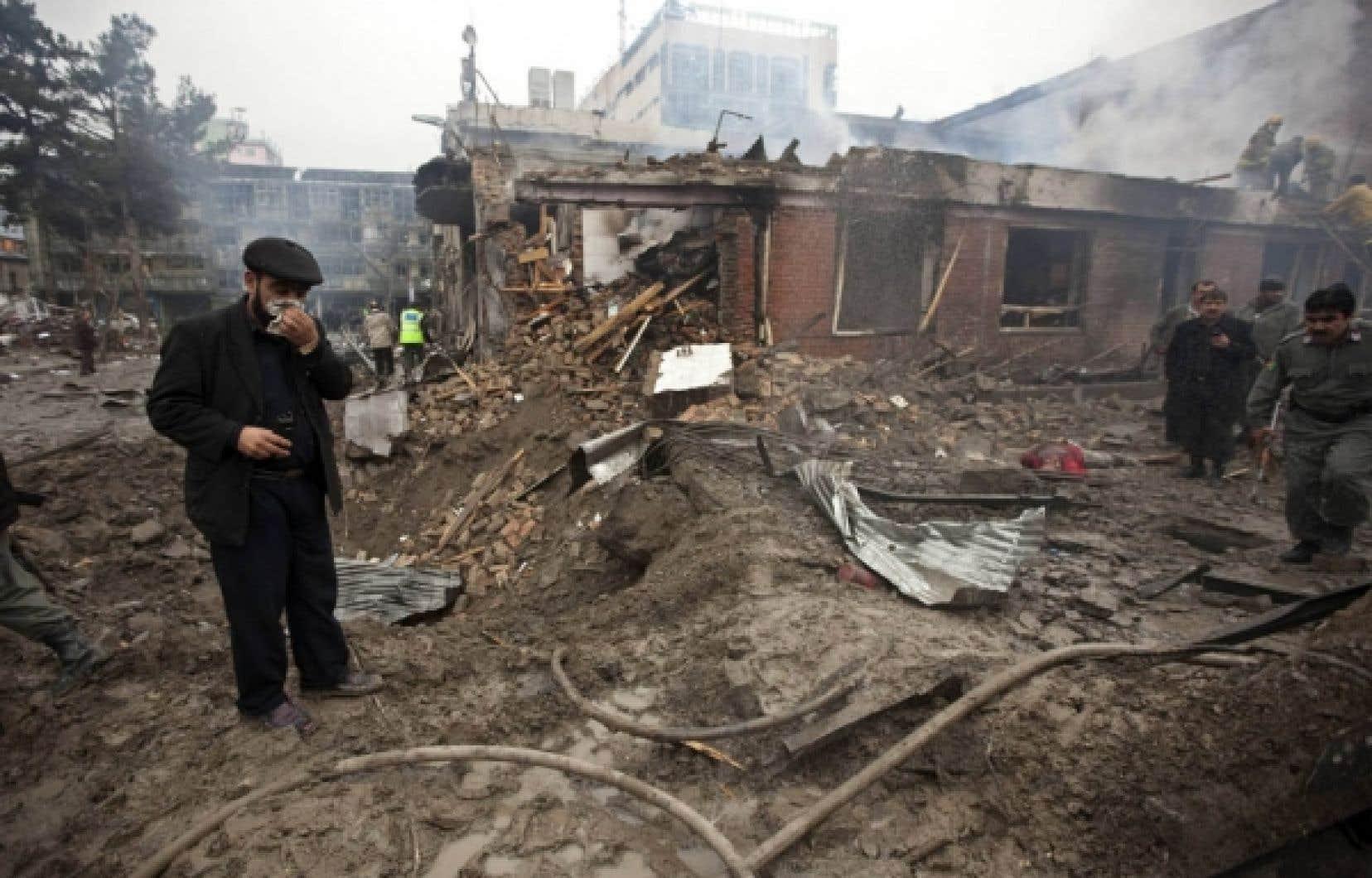 Les attaques ont visé un hôtel et une maison d'hôtes, causant des dommages coinsidérables.