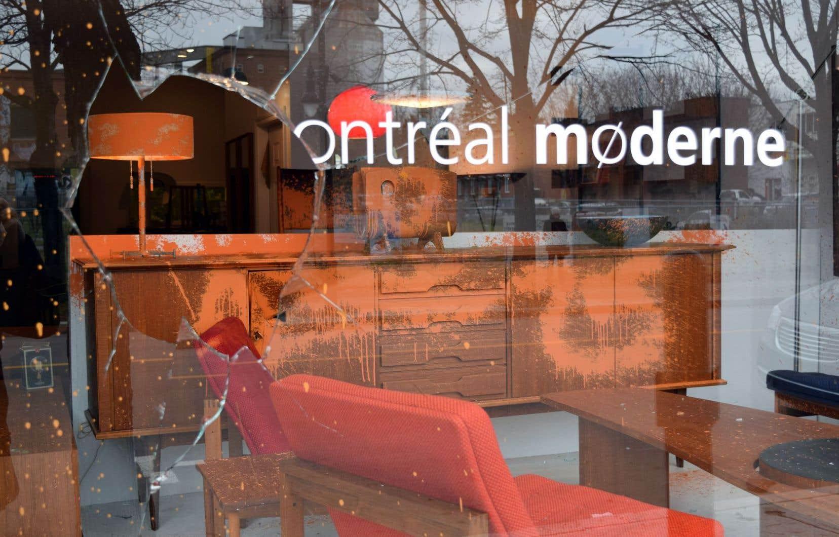 Le commerce Montréal Moderne a ouvert ses portes dans Hochelaga-Maisonneuve il y a à peine trois mois. Dans la nuit de dimanche à lundi, des vandales s'en sont pris à cette boutique ainsi qu'à quatre autres commerces.