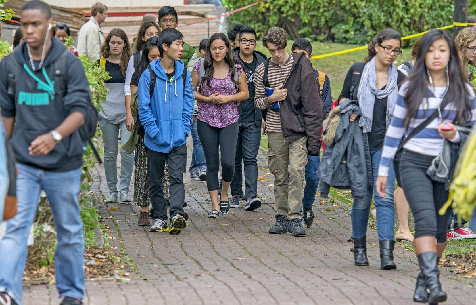 «On est invité à se rabattre sur un multiculturalisme qui nous propose plutôt un vivre-ensemble dans un Canada où toutes les cultures sont confondues», notent les auteurs du texte.