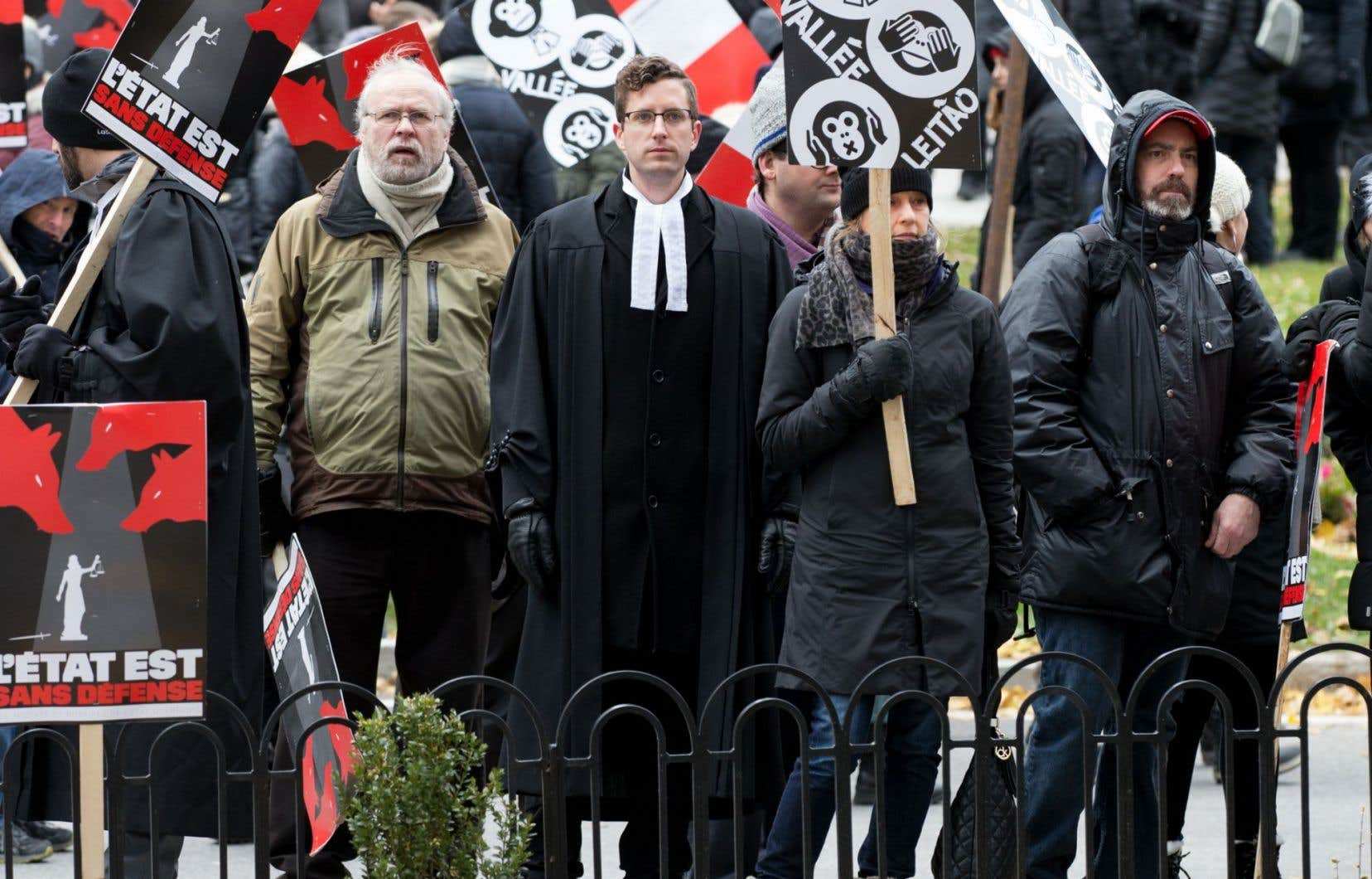 La grève des greffiers spéciaux va prolonger l'attente encore davantage puisque toutes les audiences en fixation de loyer ont été annulées depuis le coup d'envoi de la grève des avocats et notaires de l'État québécois le 24octobre dernier.