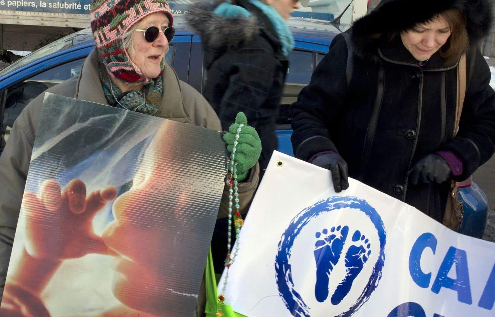 En empêchant les militants pro-vie d'«accuser» des patientes de «faire quelque chose d'immoral» en recourant à une interruption volontaire de grossesse, le projet de loi 92 garantira l'«accessibilité aux soins de santé», croit Gaétan Barrette.