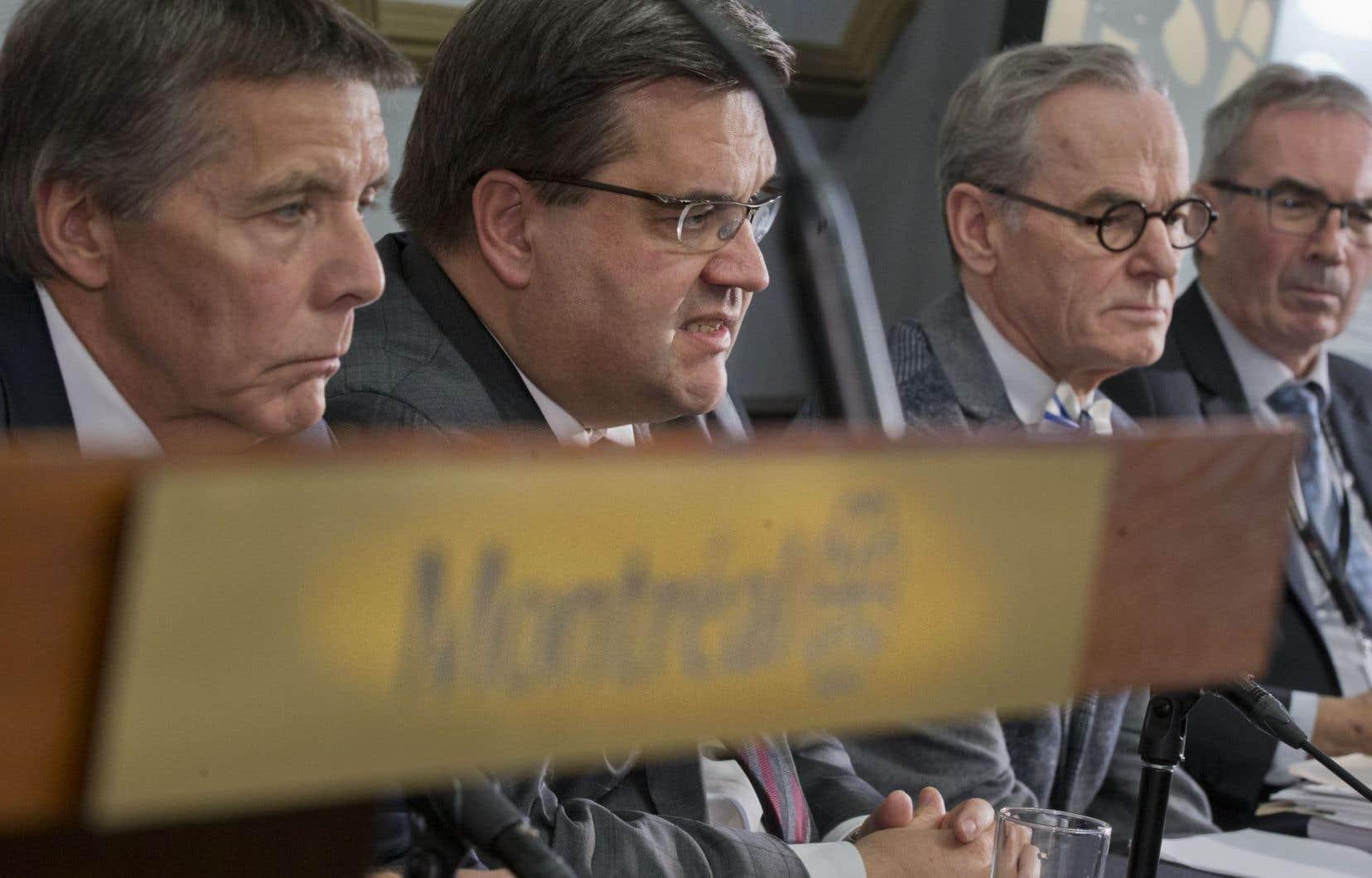 «Je dois vous avouer qu'avec cette décision [sur le pipeline Trans Mountain], je mepose encore plus de questions sur la pertinence d'Énergie Est », a insisté le maire de Montréal.