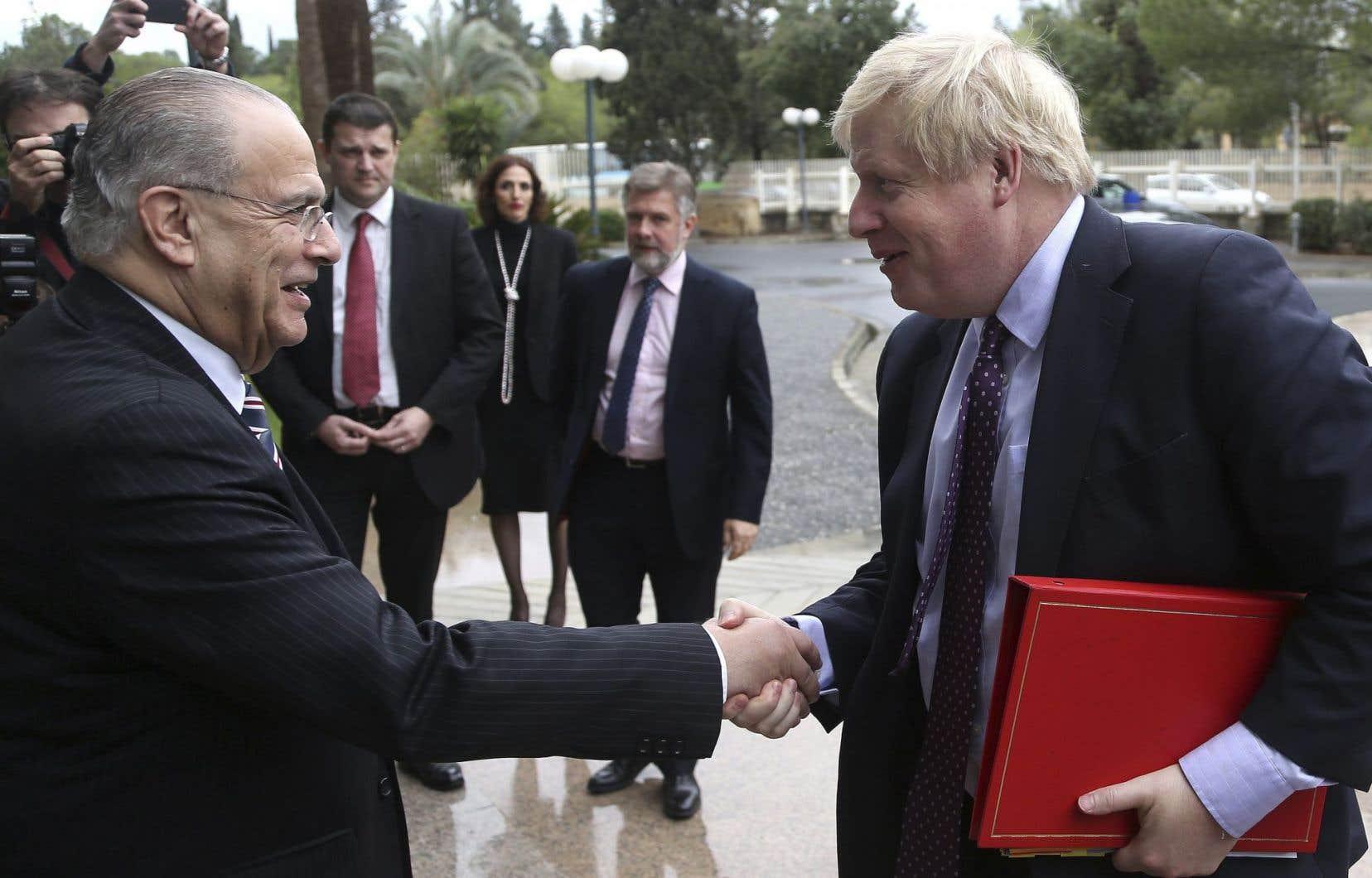Boris Johnson, désormais ministre des Affaires étrangères, a rencontré son homologue chypriote, Ioannis Kasoulides, le 30 novembre à Nicosia.