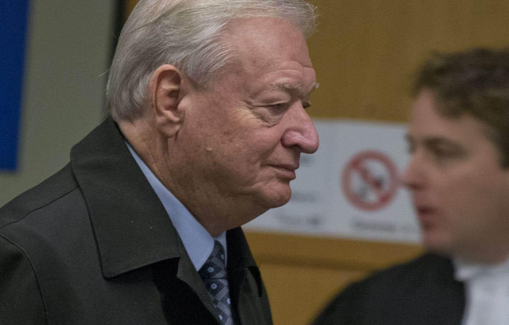 L'ex-maire de Laval à son arrivée au palais de justice jeudi matin.