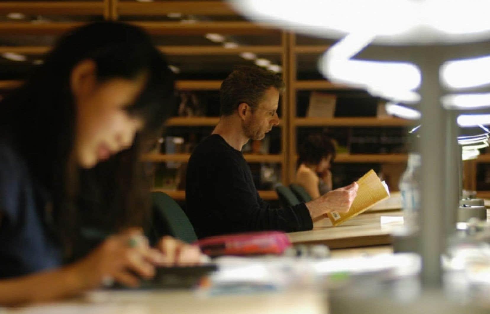 Les programmes d'études supérieures spécialisées s'assurent que les étudiants qui y sont inscrits sont des adultes sur le marché du travail.