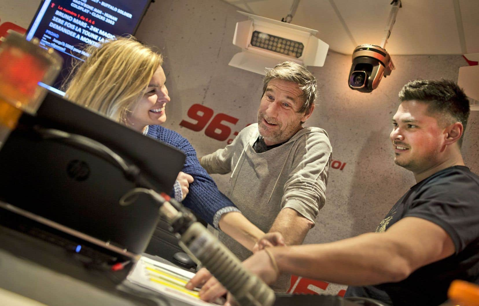 Les poids lourds du retour, à CKOI, expérimentent l'équipement de la compagnie française Multicam Radio, unique en Amérique du Nord.