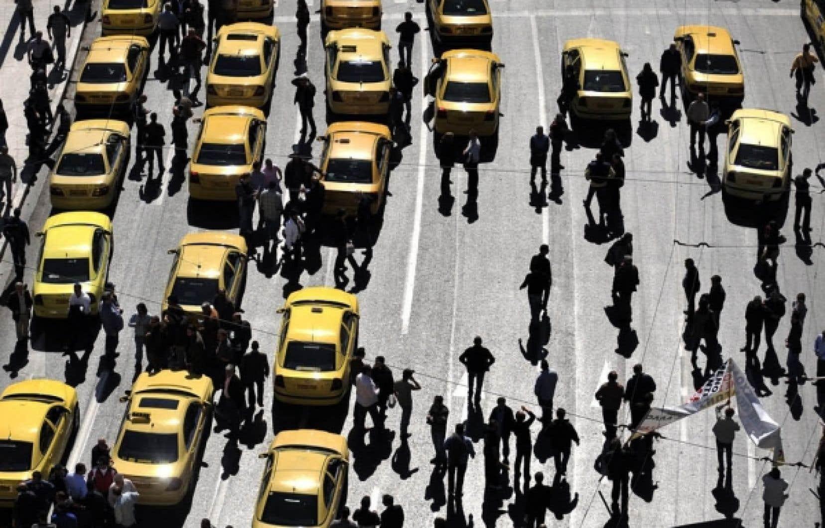 Les chauffeurs de taxi ont bloqué le centre d'Athènes hier pour protester contre les nouvelles mesures fiscales.