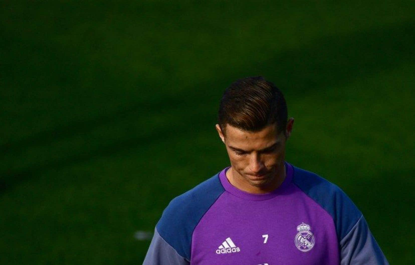 Ronaldo est accusé d'avoir «dissimulé 150millions d'euros dans les paradis fiscaux, grâce à des montages offshore passant par la Suisse et les Îles vierges britanniques».