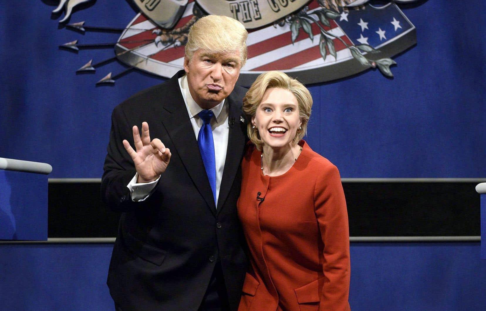 Alec Baldwin et Kate McKinnon interprétant Donald Trump et Hillary Clinton à l'émission SNL.