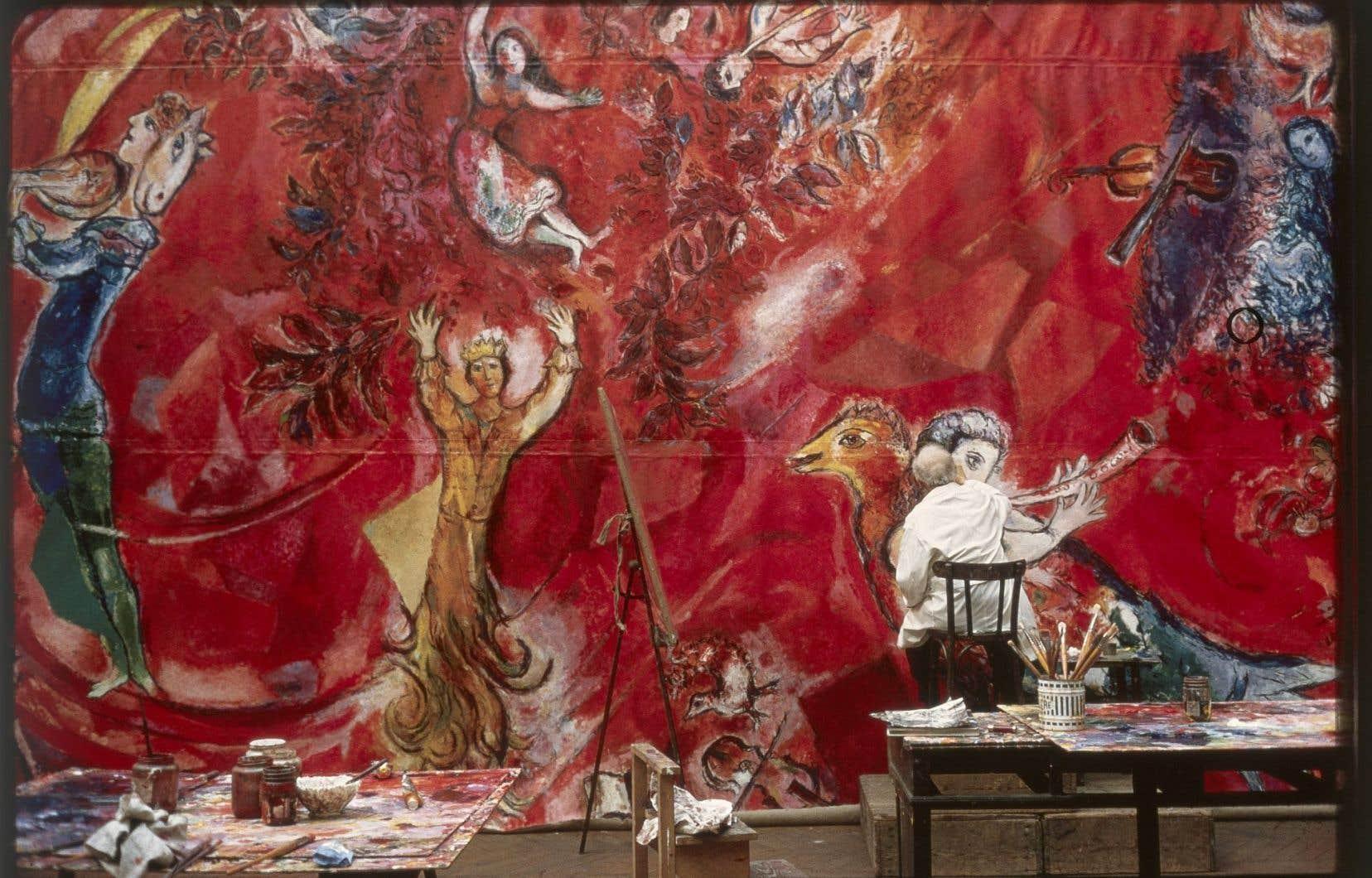 Marc Chagall travaillant aux panneaux du Metropolitan Opera de New York: «Le triomphe de la musique», 1966