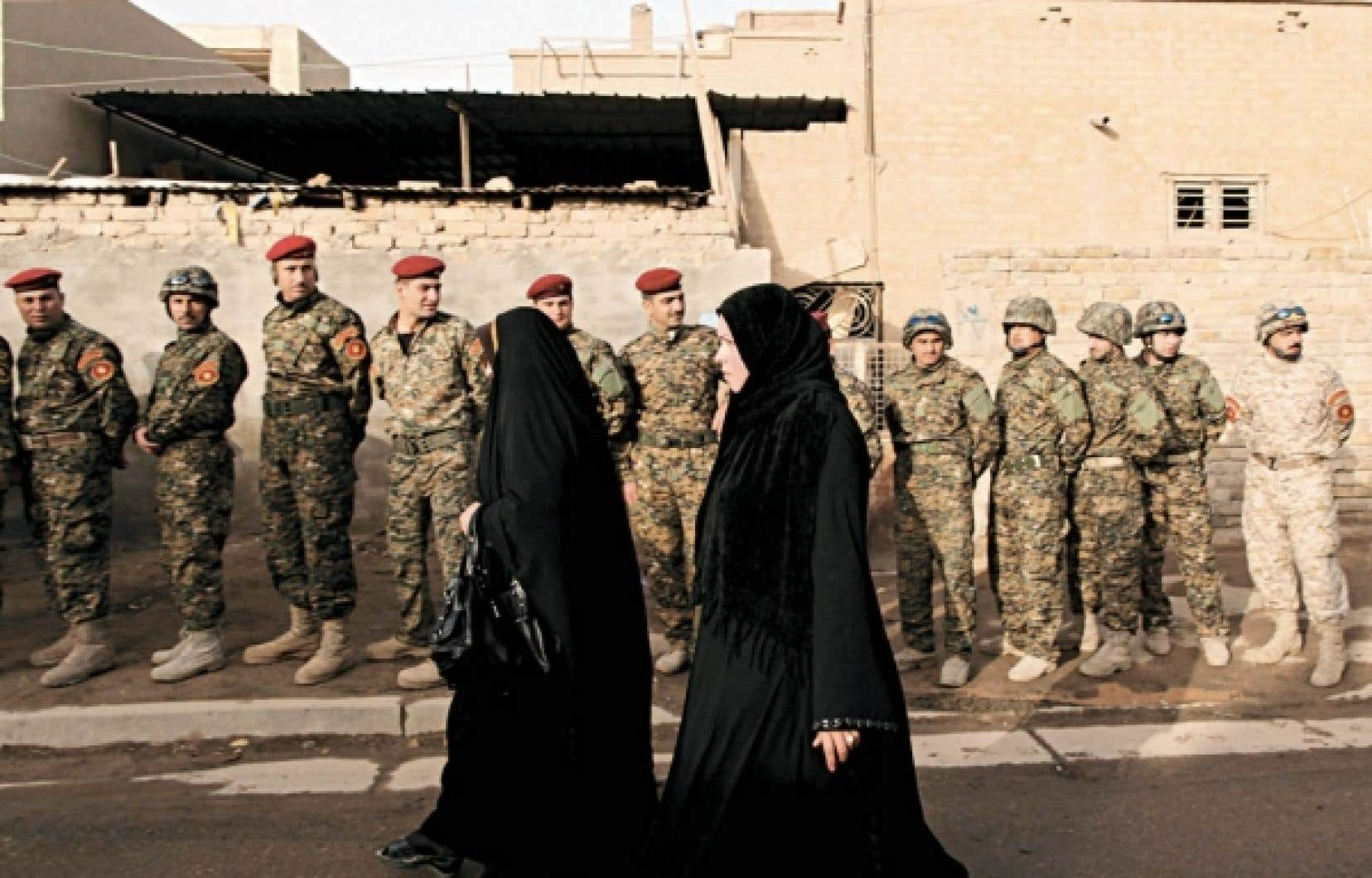 Les membres des forces de sécurité irakiennes, les prisonniers et les infirmes ont commencé à voter hier.