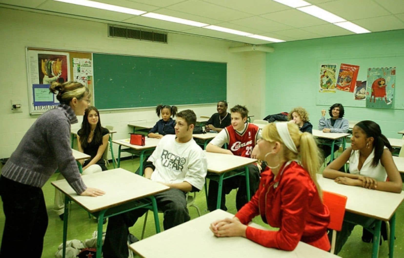Les enseignantes reçoivent une formation universitaire de qua-tre ans entrecoupée de stages.