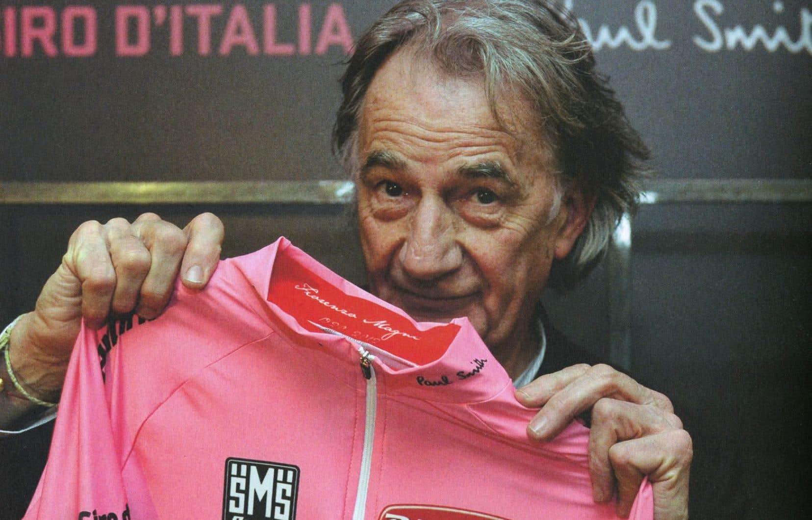 Paul Smith, en 2013, avec le maillot qu'il a conçu cette année-là pour le Giro