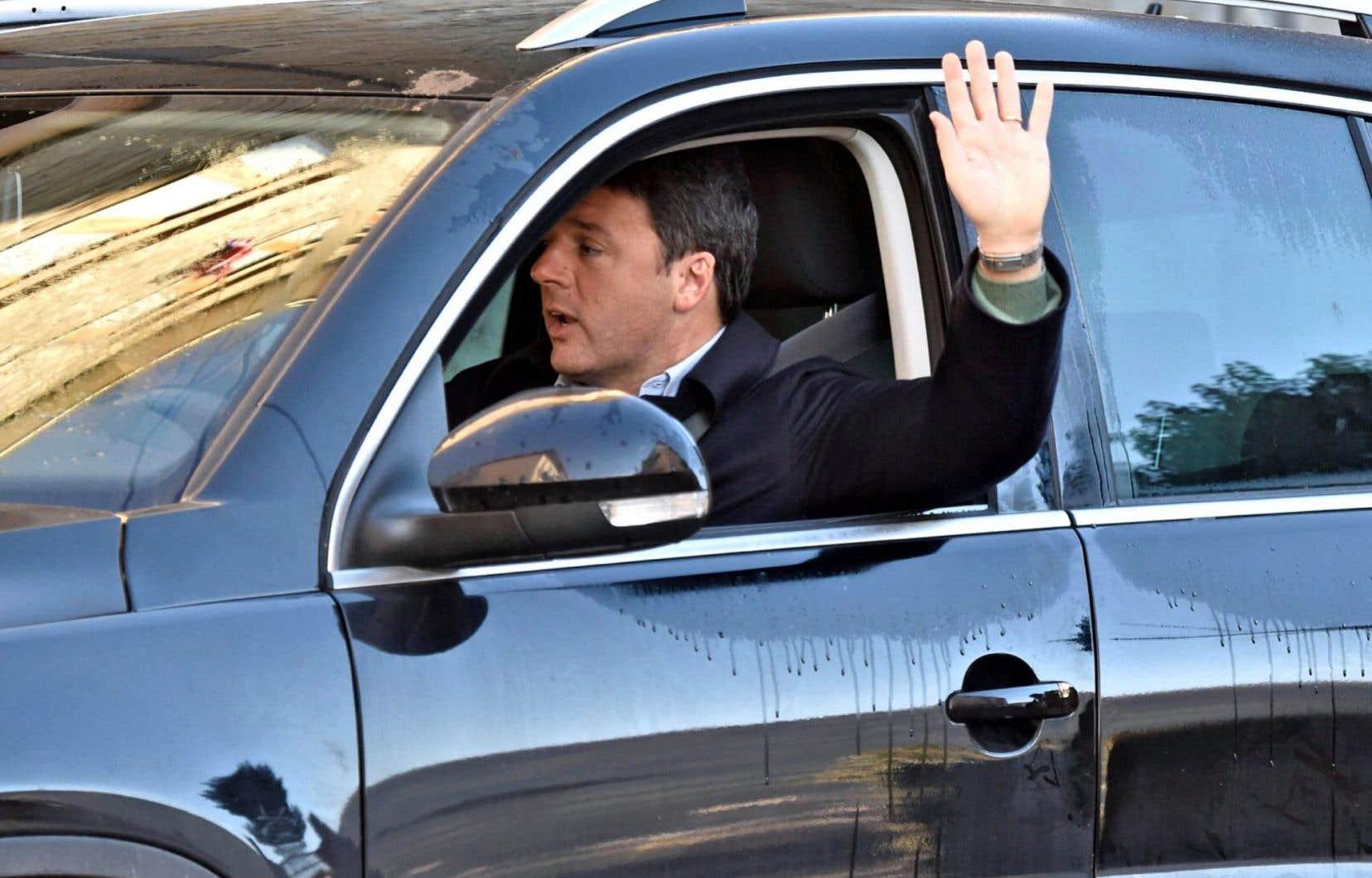 Matteo Renzi a indiqué mercredi devant la direction de son parti vouloir prendre un peu le large et rentrer en Toscane, où vit sa famille.