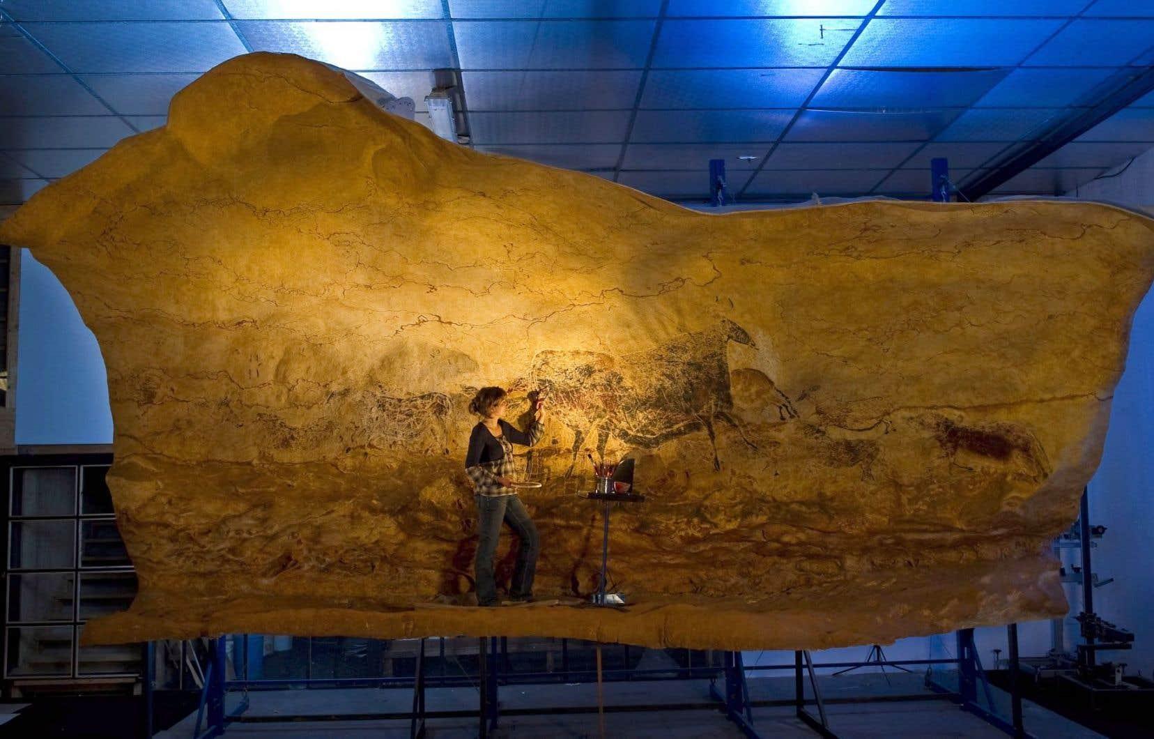 Pour s'approcher au plus près de la pierre sur laquelle les peintres de Lascaux ont exercé leurs talents, les experts ont développé plusieurs techniques.