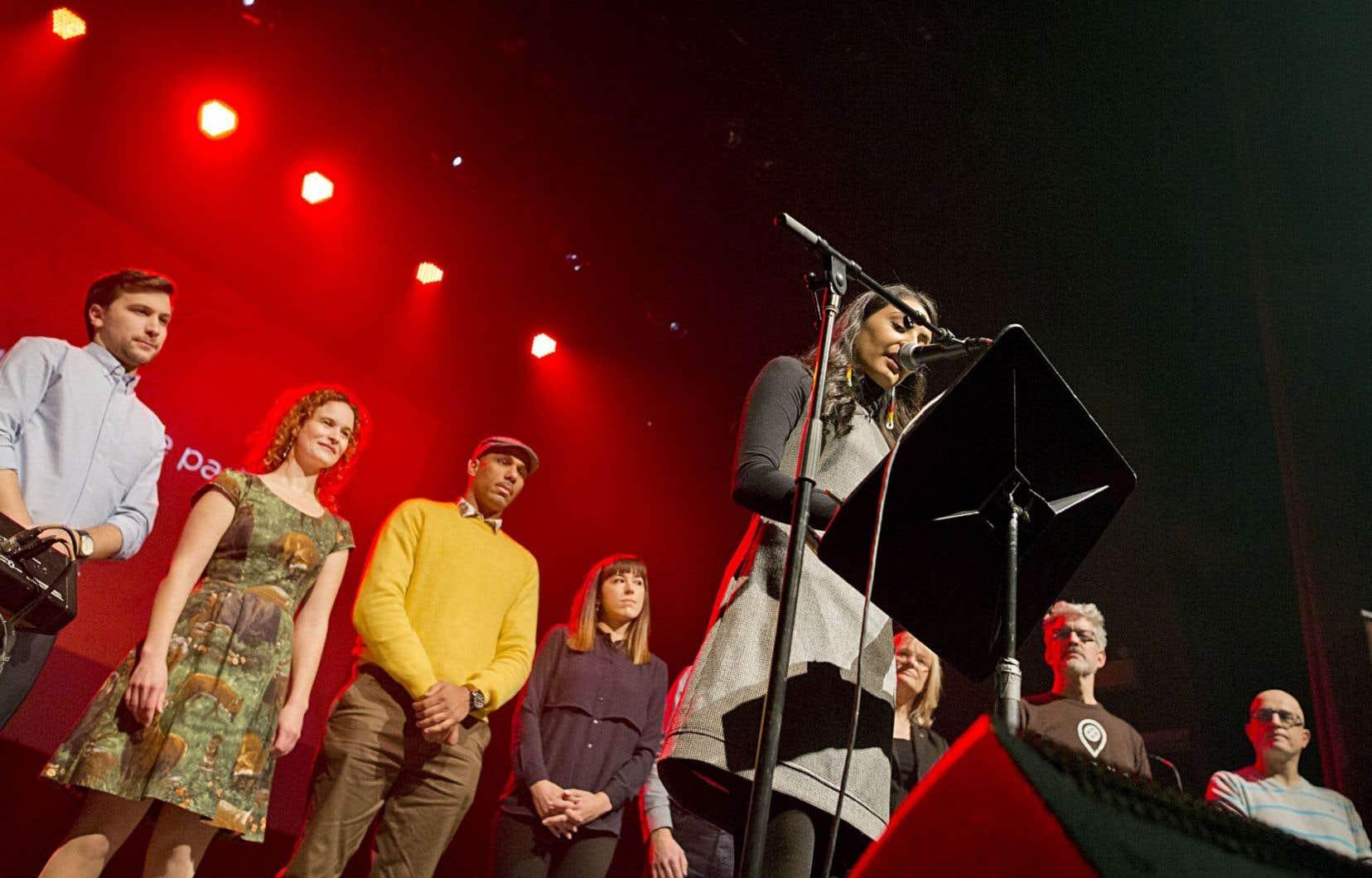 Faut qu'on se parle a clôturé à Montréal, jeudi soir, sa tournée, en présence de Maïtée Labrecque-Saganash (premier plan), de Gabriel Nadeau-Dubois et de Jean-Martin Aussant.