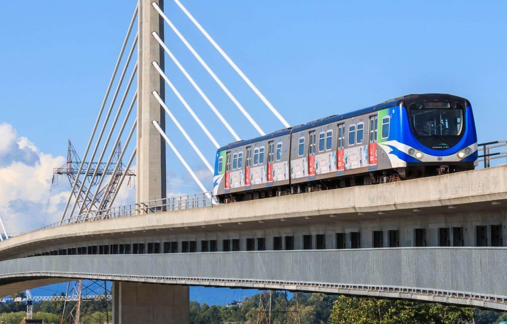 Un train de la Canada Line de Vancouver, aussi un système léger sur rail, impressionne par sa vitesse et sa fiabilité.