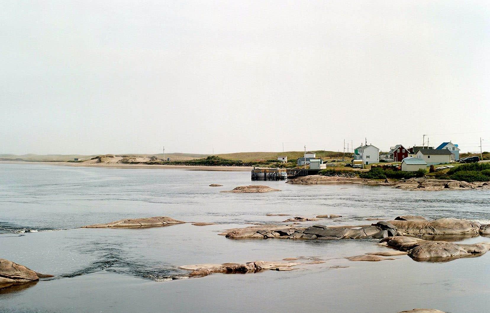 Aguanish, petit village situé entre Natashquan et Baie-Johan-Beetz. La station-service fait office de dépanneur et de petite épicerie.
