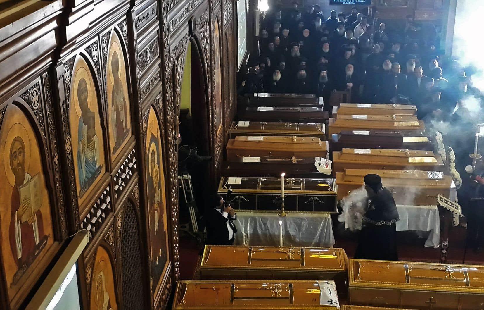 Les funérailles des victimes de l'attentat de la semaine dernière ont été célébrées avec plusieurs membres du clergé copte d'Égypte.