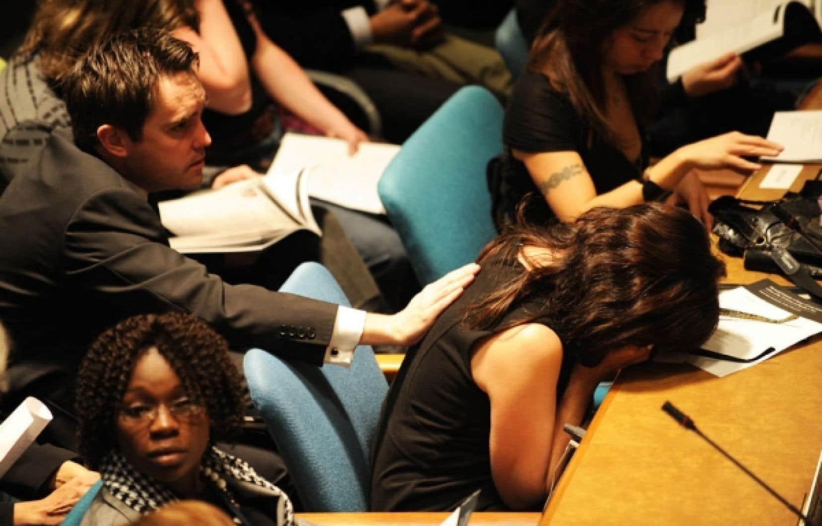 Hier, le chef de l'ONU Ban Ki-moon a demandé une minute de silence, avant que chacune des 101 victimes soit nommée.