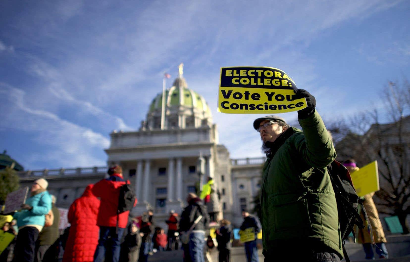 Les rares défections de lundi ont été plus nombreuses dans le camp démocrate que dans le camp républicain.