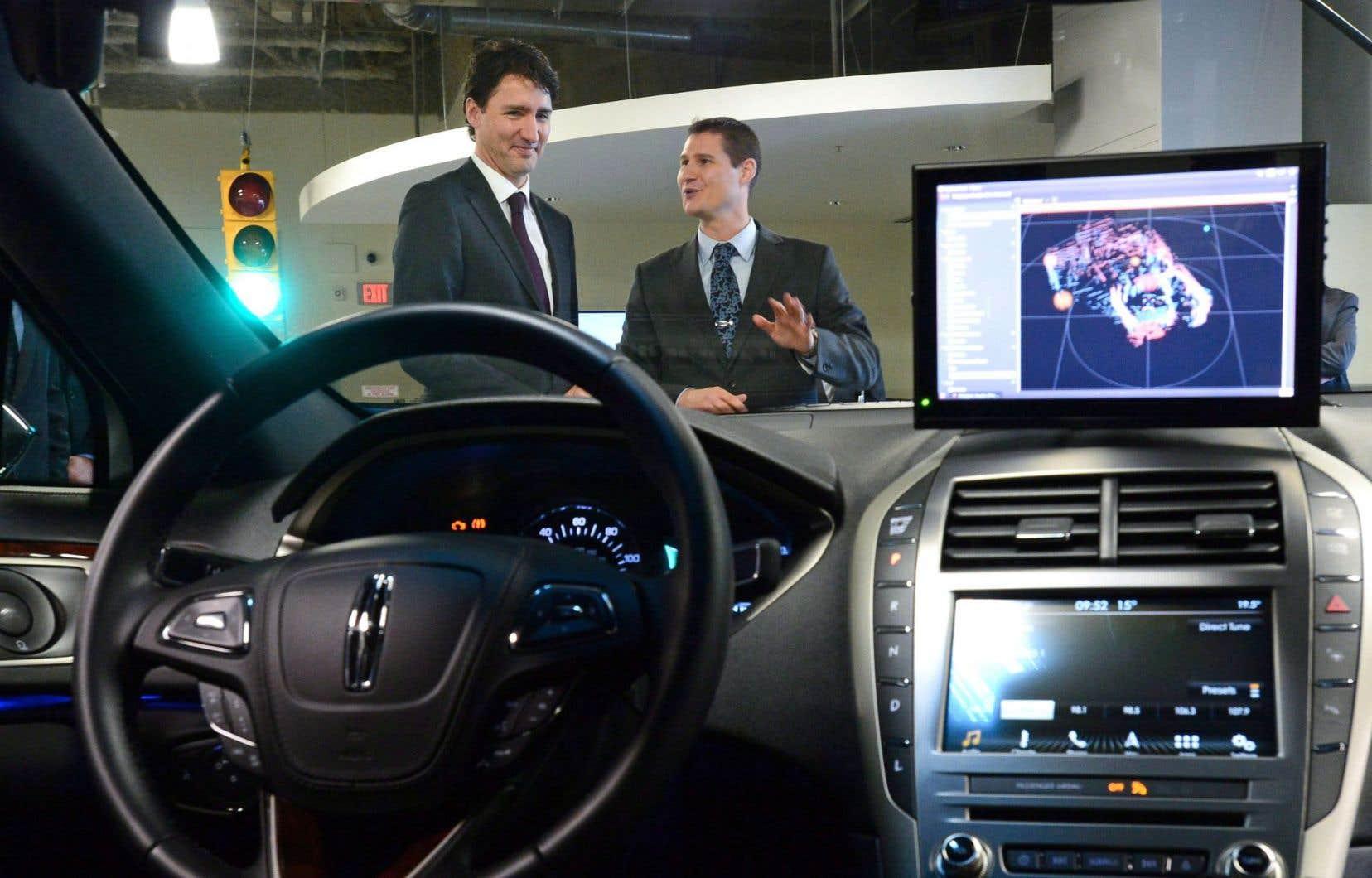 BlackBerry a ouvert lundi un centre de recherche pour voitures autonomes à Ottawa. Le premier ministre, Justin Trudeau, assistait au lancement.