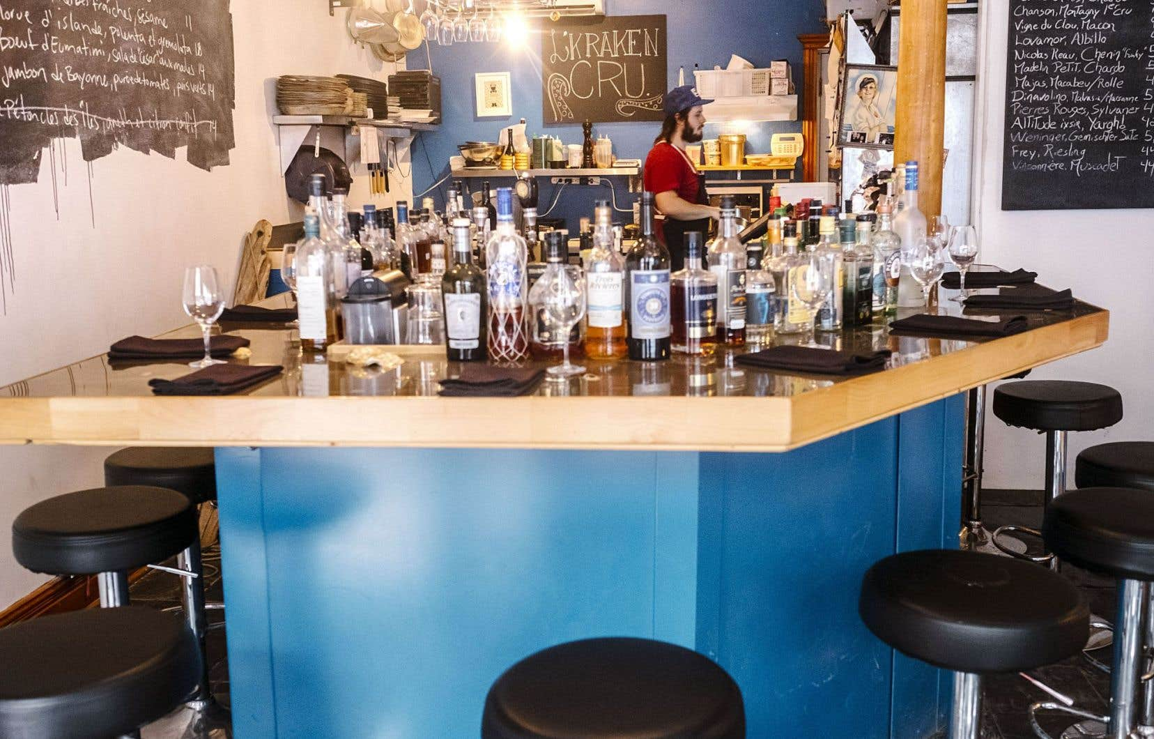 S'il ne paie pas de mine vu de l'extérieur, les affaires vont bien pour ce «bar à huîtres et à cru» de la rue Saint-Vallier, à Québec.