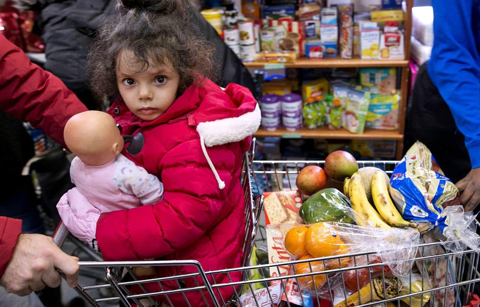 Christina Yaziji, une petite Syrienne arrivée au Canada en février dernier avec son frère et ses parents, des clients de La Corbeille.