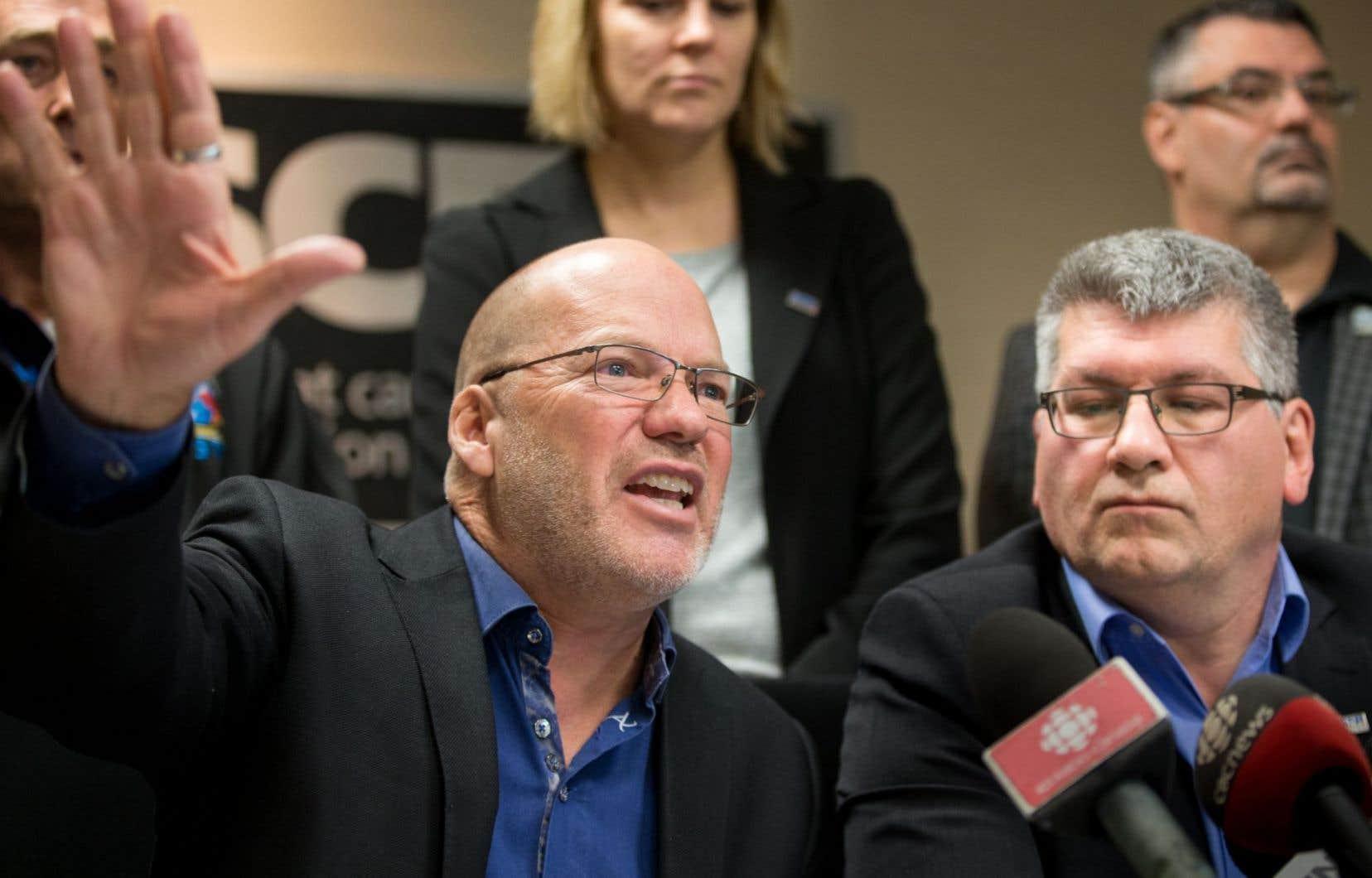 «On est convaincus que la loi 15, adoptée en 2014, est illégale», dit Marc Ranger (à gauche), directeur du SCFP au Québec.