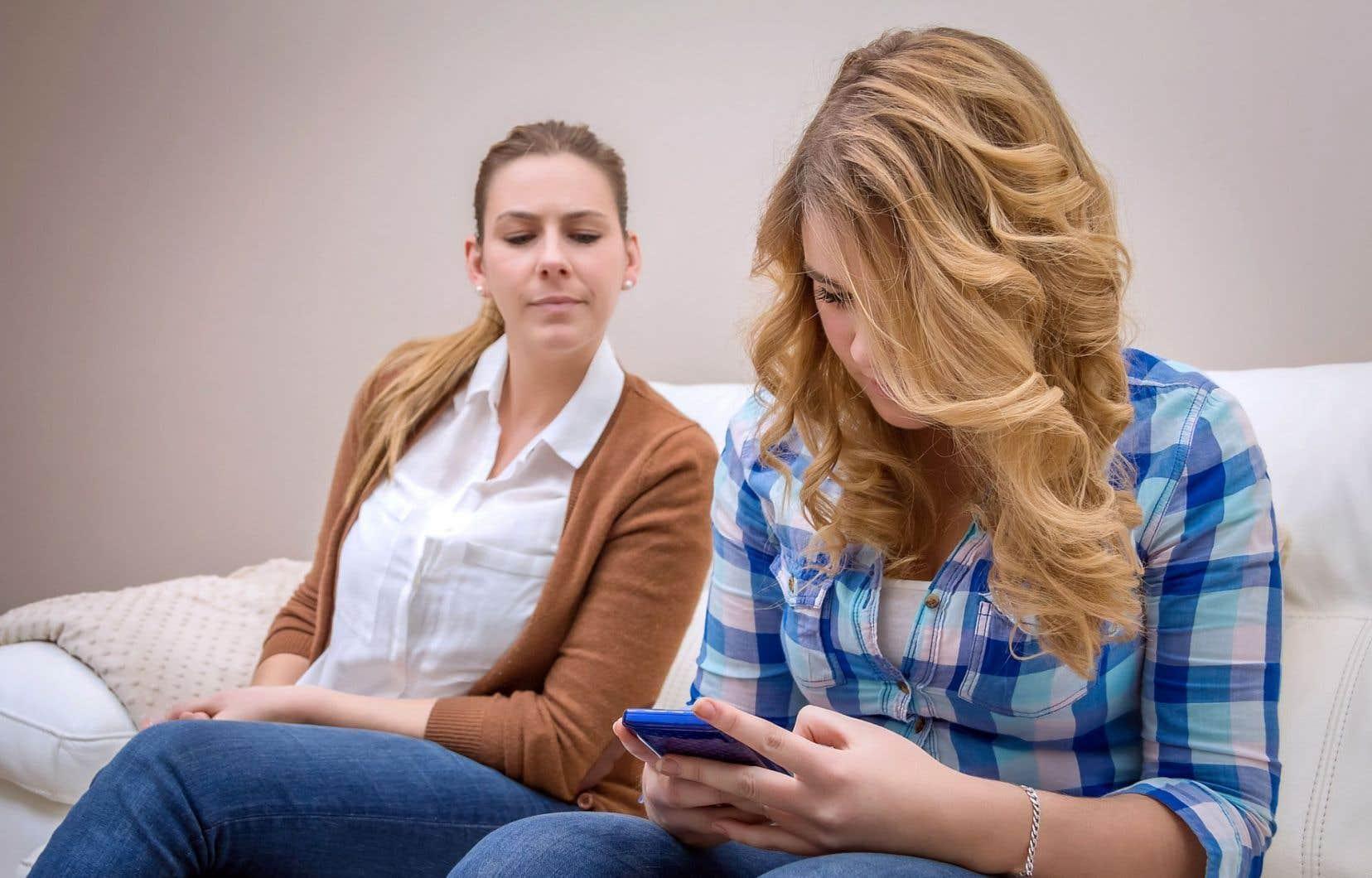 Selon la spécialiste Tiziana Bellucci, l'hypersurveillance aurait pour effet de déresponsabiliser l'enfant, qui ne saura pas comment gérer seul ses interactions sociales.