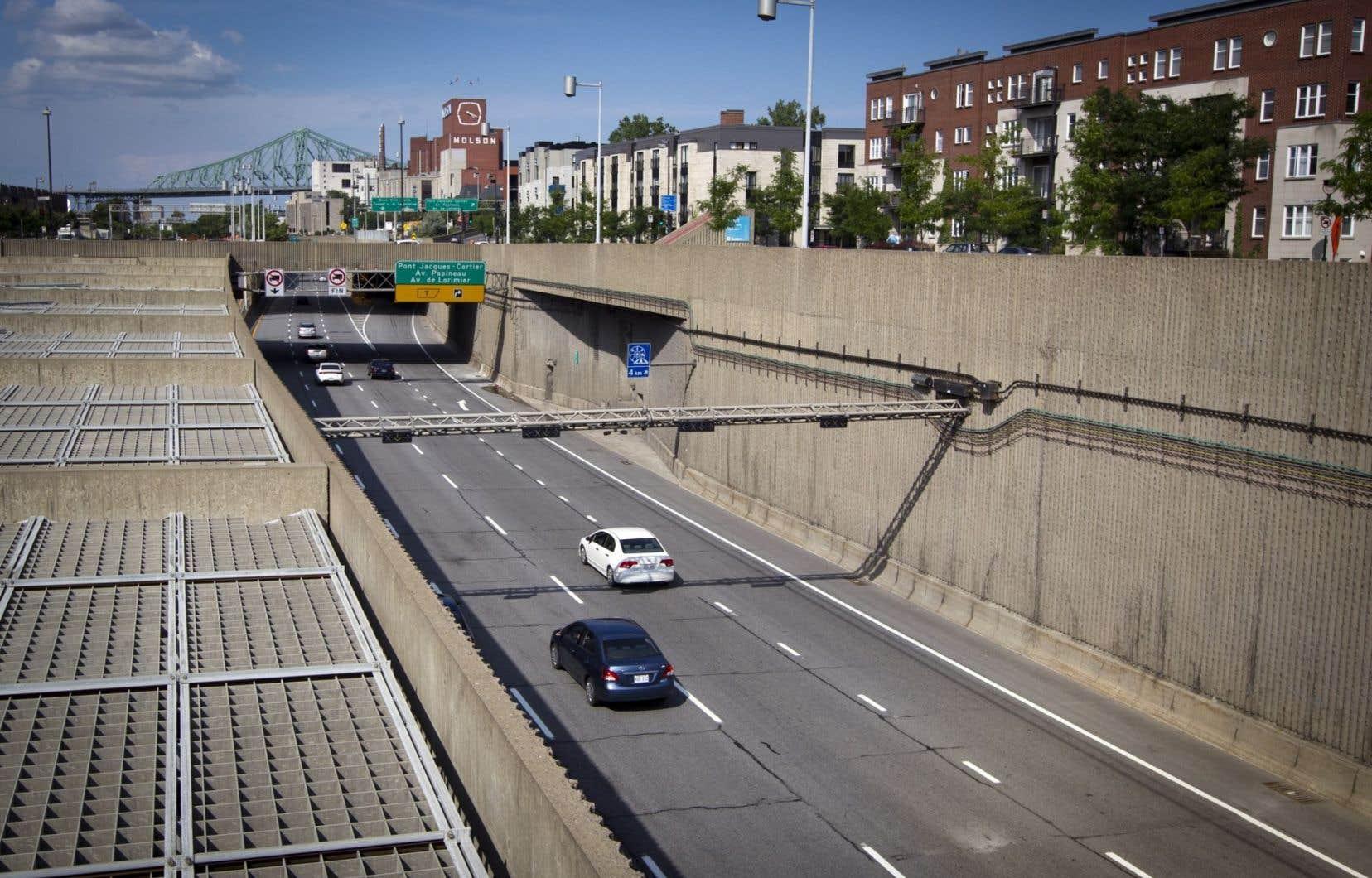 <p>Des résidants qui habitaient dans un giron de 50 m de distance d'une route à fort débit de circulation ont couru 7 % plus de risques de développer de la démence que ceux qui vivaient à plus de 300 m des artères achalandées.</p>