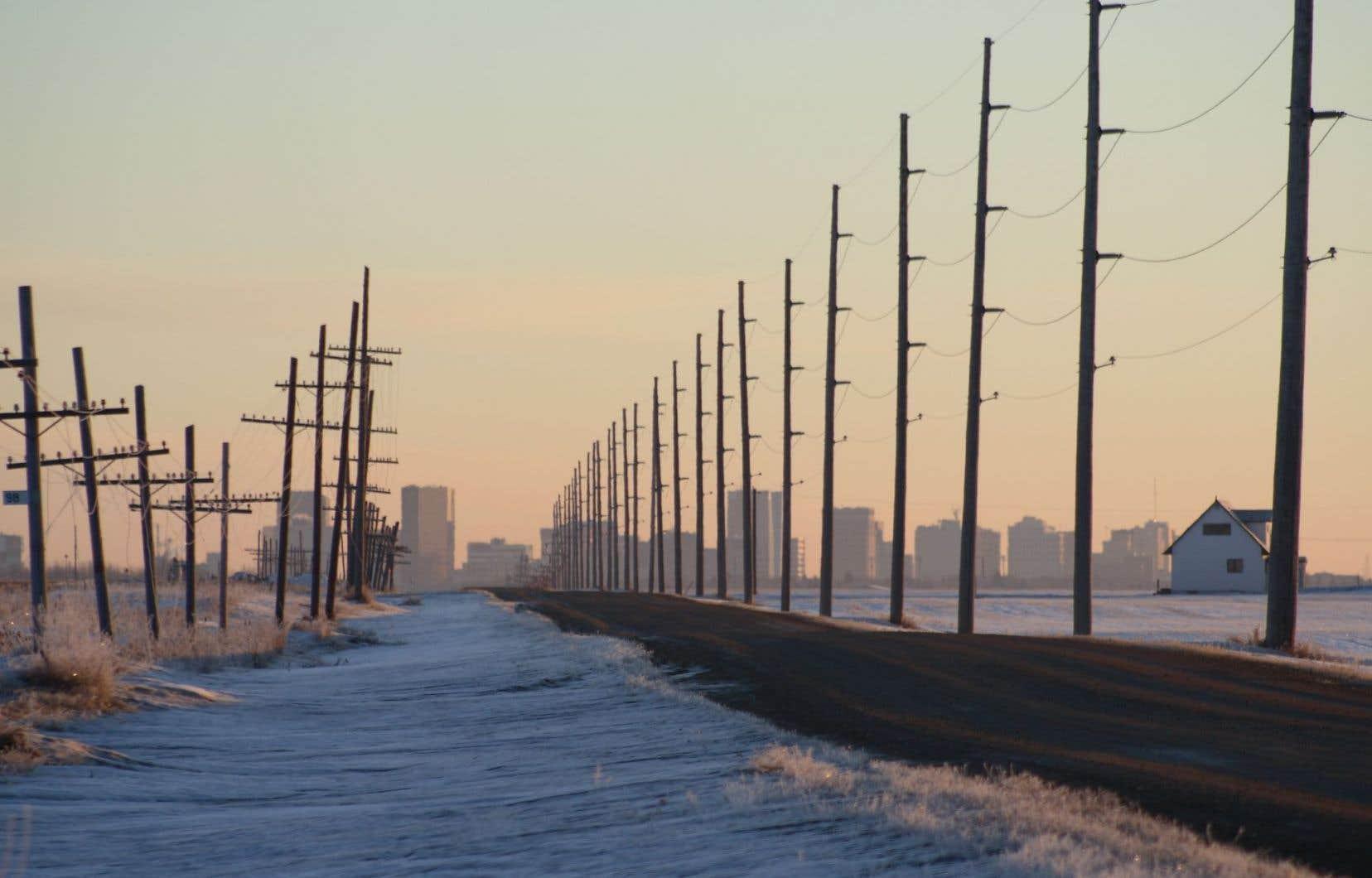 En toile de fond, une Saskatchewan semi-rurale où l'histoire affleure un peu partout.