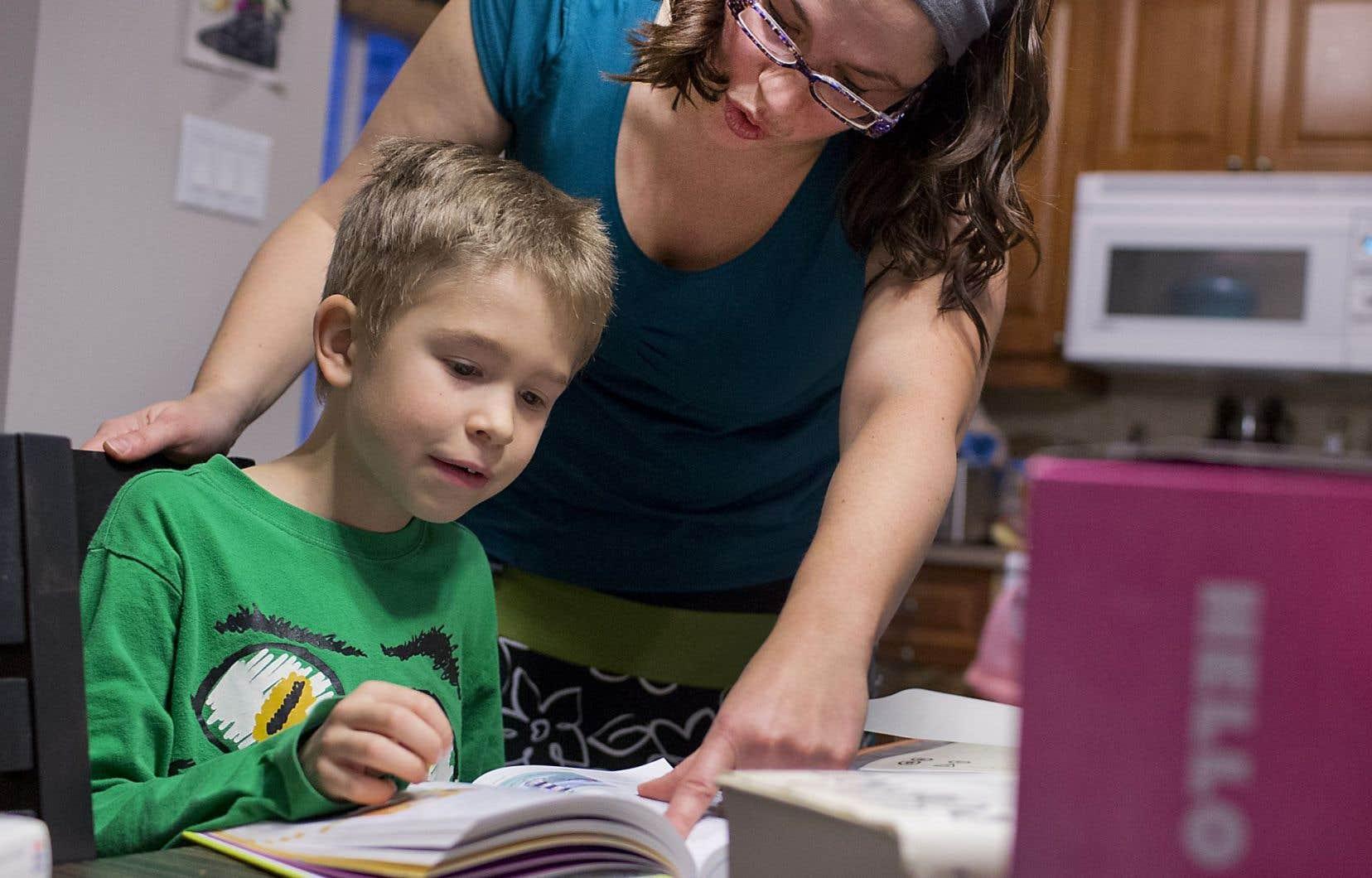 Les questions des parents à Allô prof débordent très souvent du cadre notionnel pour aborder des préoccupations plus larges en lien avec l'éducation des enfants.