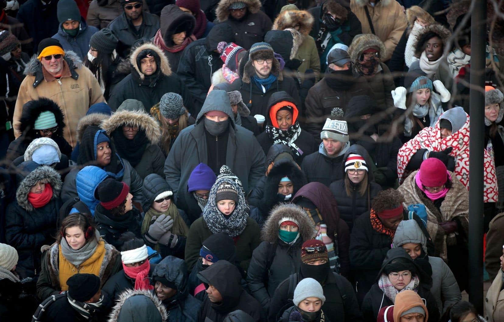 Les gens ont fait la file pendans plusieurs heures afin d'obtenir un laisser-passer pour le discours d'adieux du président Barack Obama.